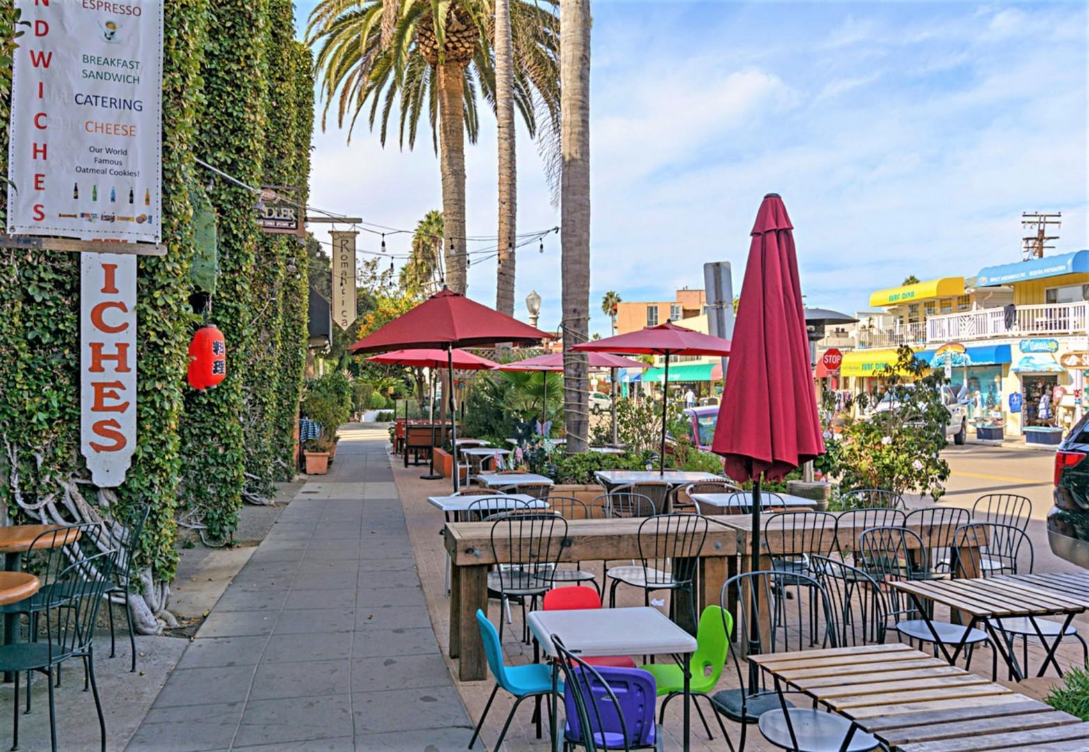 Walk to outdoor dining in La Jolla Shores
