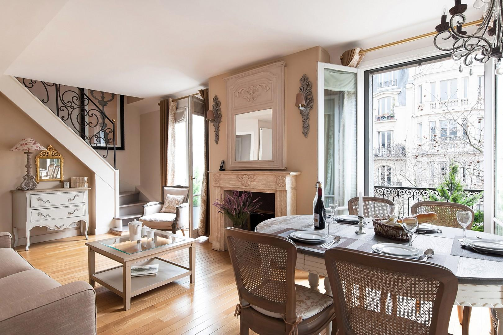Enjoy eating at home at the full dining table.
