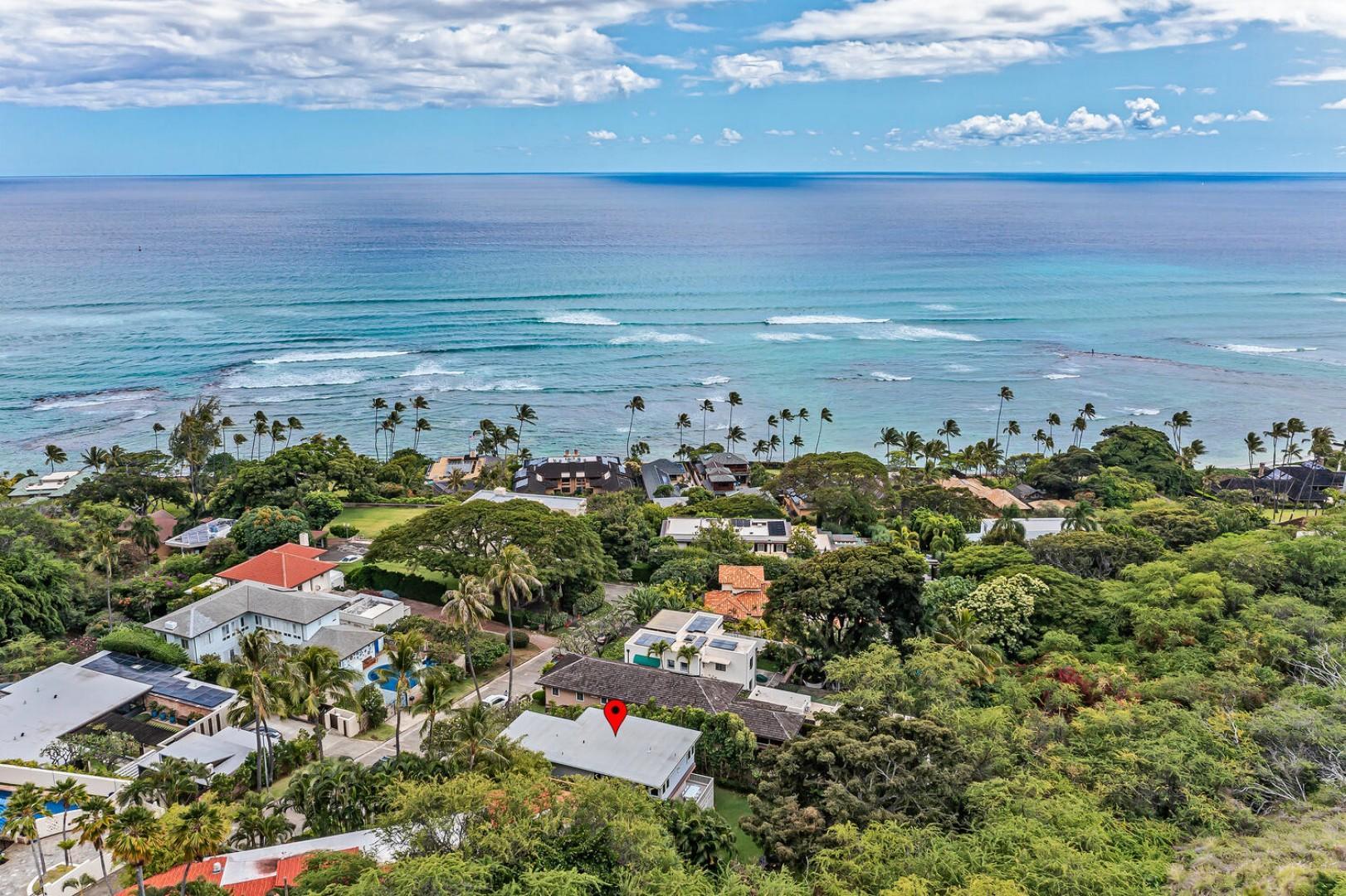 Walking distance to Waikiki and beaches