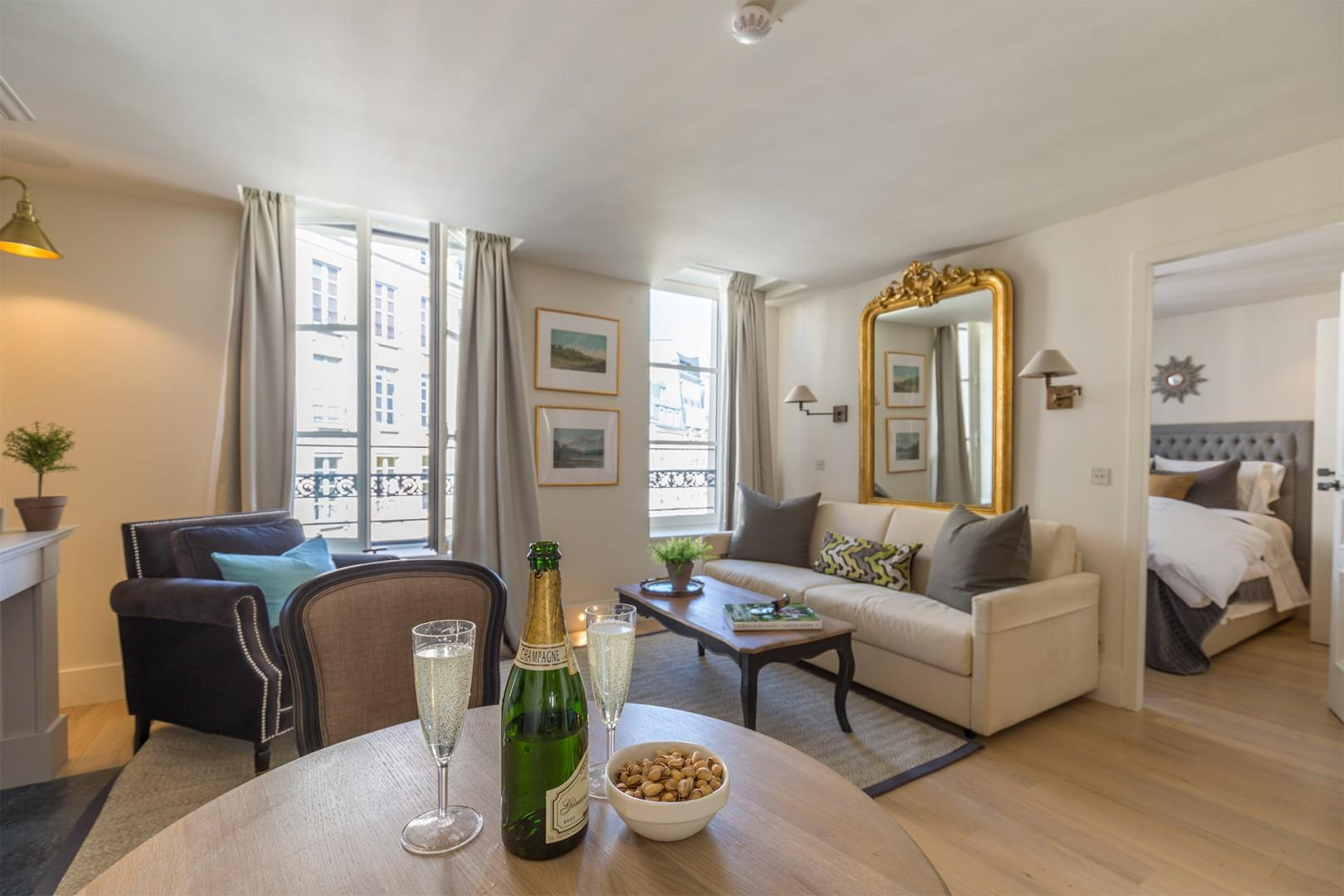 You are sure to have a comfortable stay in Paris at the Loupiac!