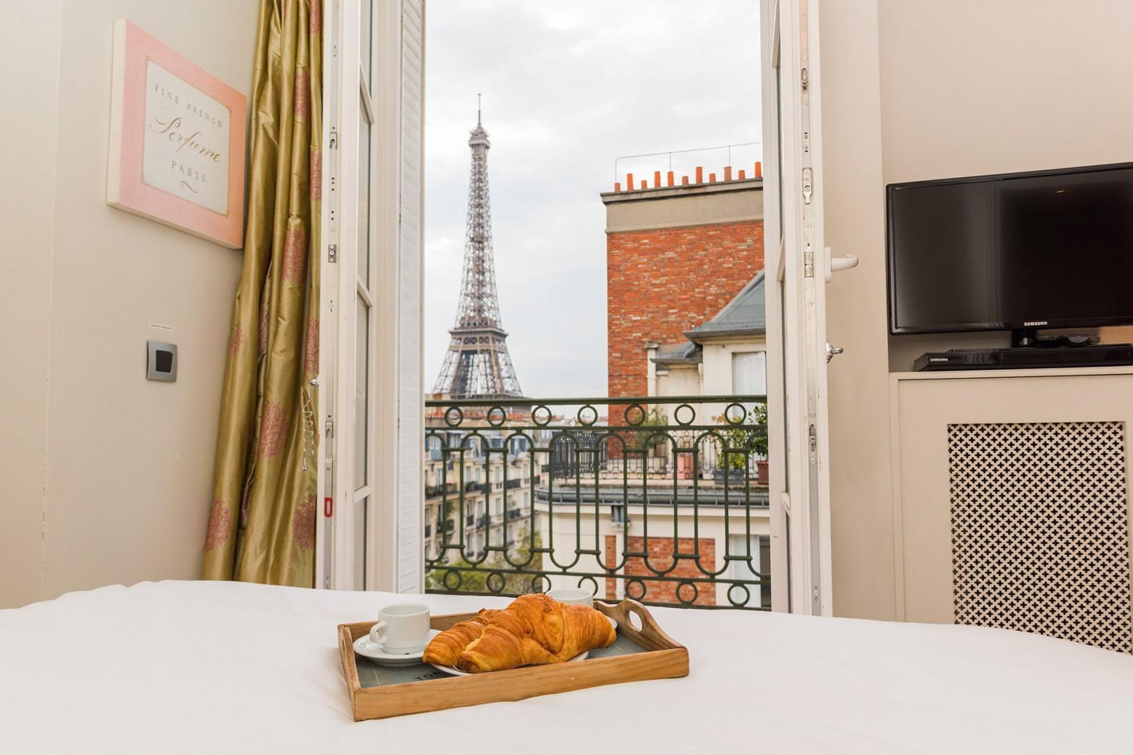 Imagine waking up to this Parisian view!