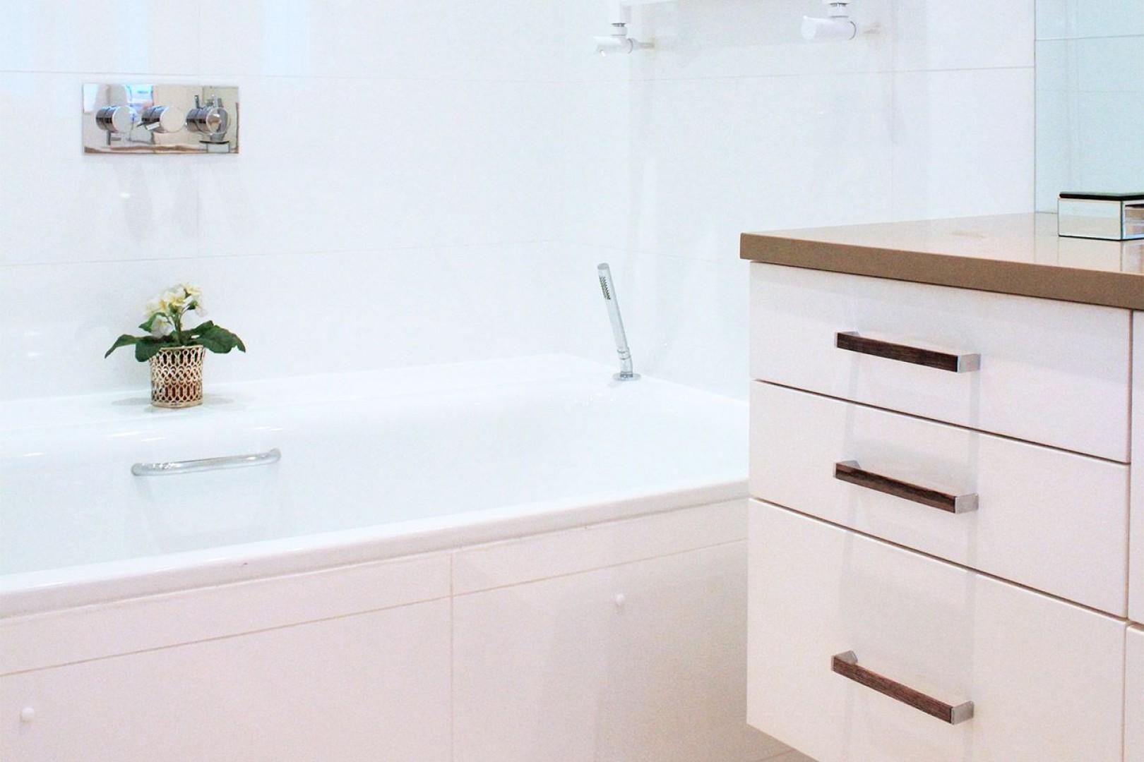 Modern bathtub perfect for long soaks!