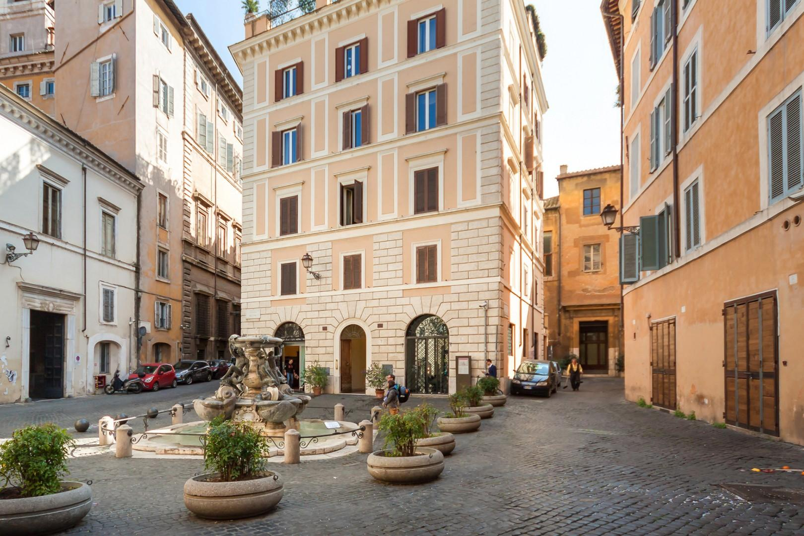 The charming piazza in front of the palazzo with the famous Turtle Fountain.