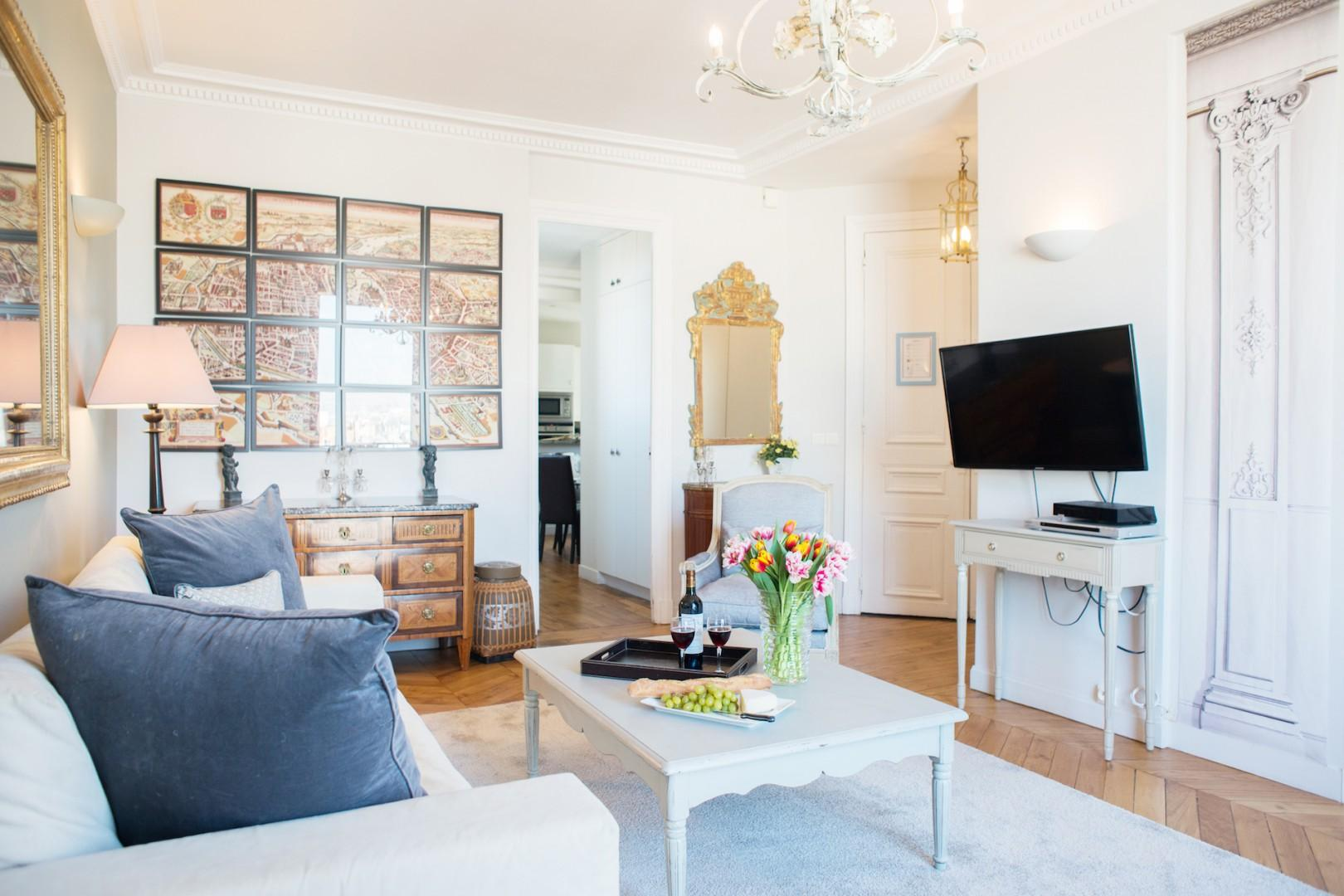 Enjoy your Paris stay in style in the comfortable living room.