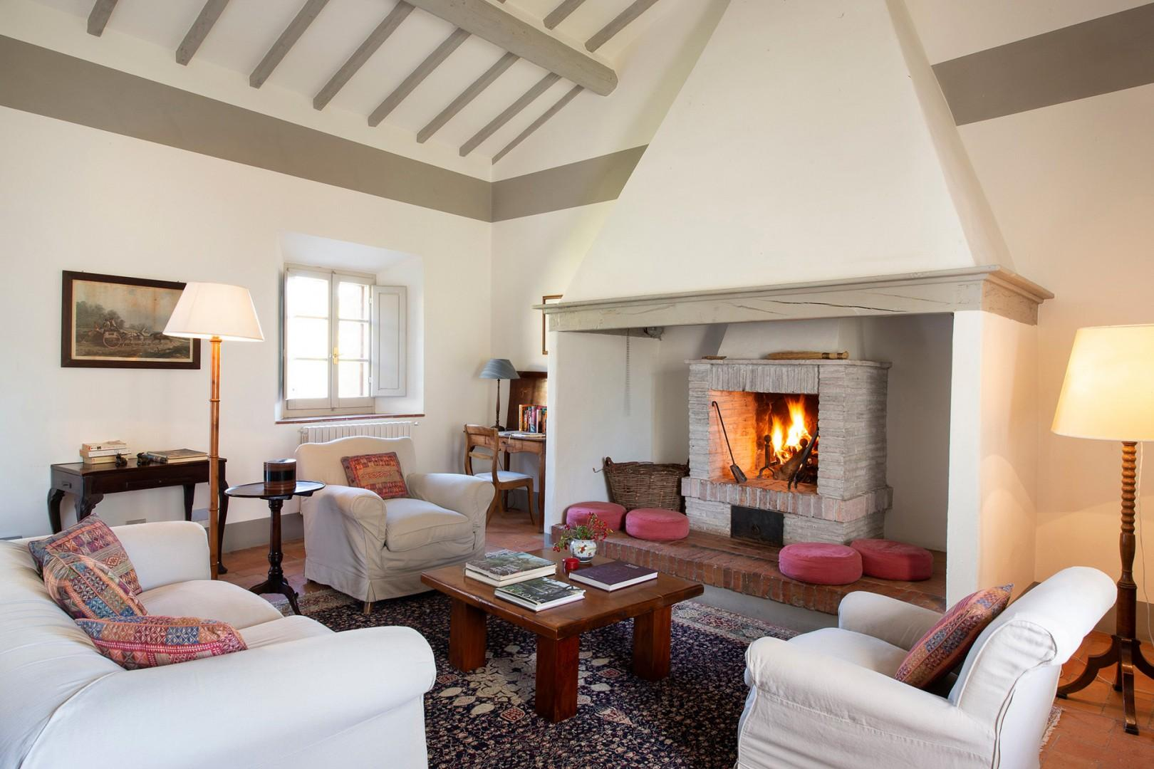 Comfortably furnished Ronda living room with cozy fireplace.