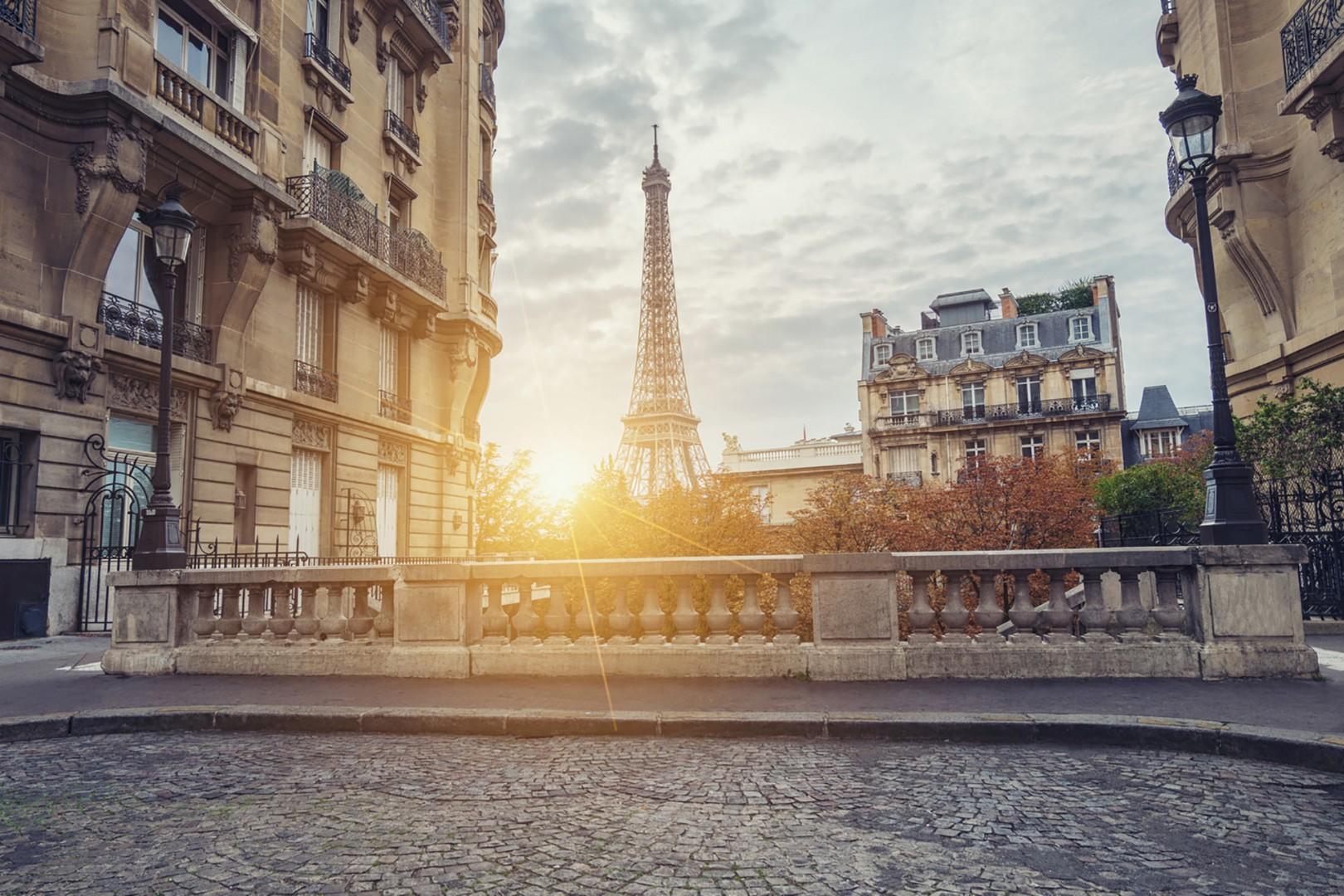 FO_172495299-Avenue-de-Camoëns-Eiffel-Tower