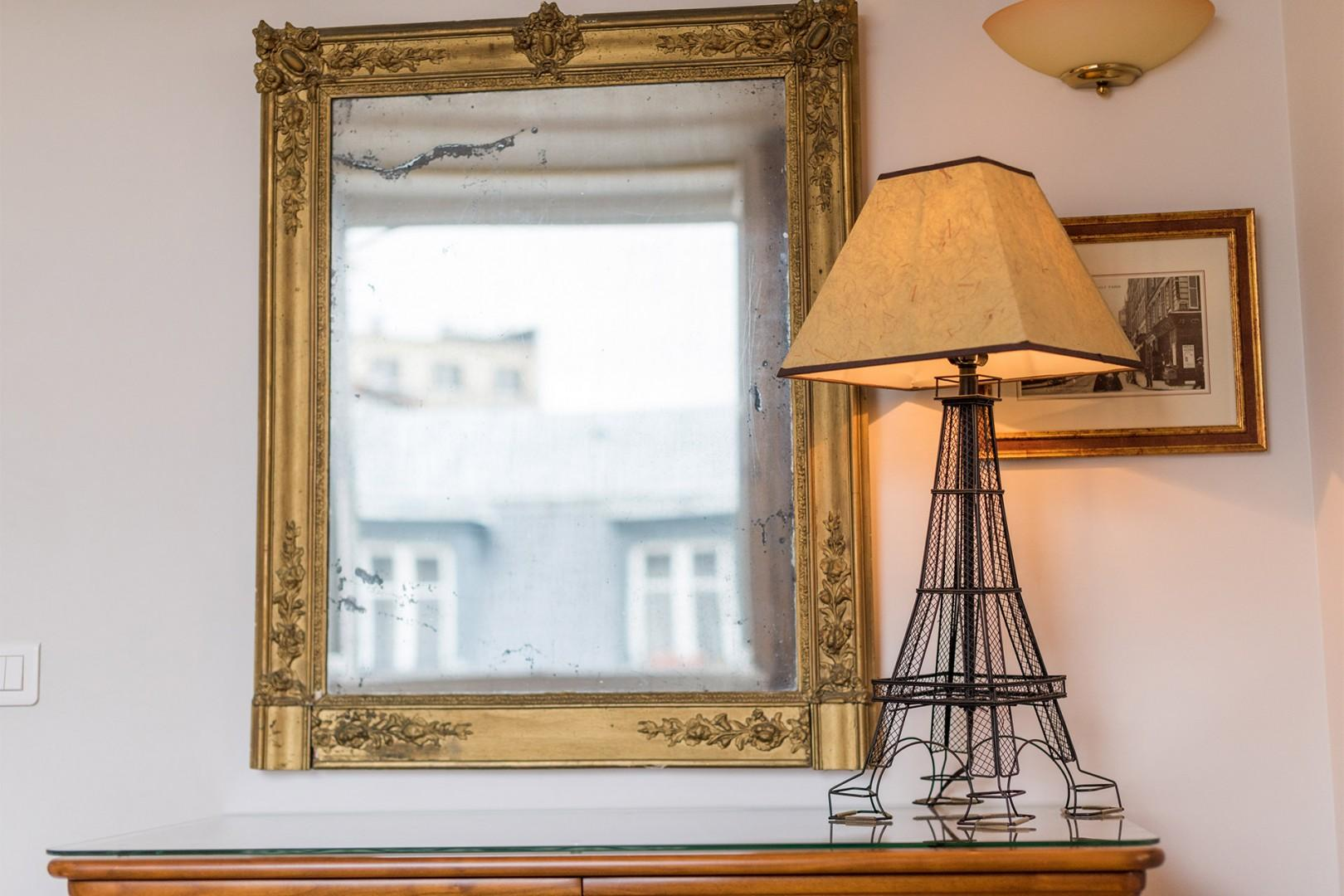 Parisian touches are found throughout the apartment.