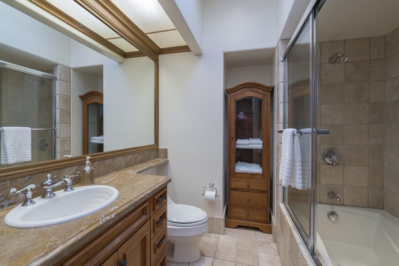 Guest house: Guest Bedroom 3 ensuite bathroom.