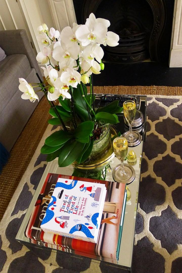 Decorate your apartment with fresh flowers from the markets