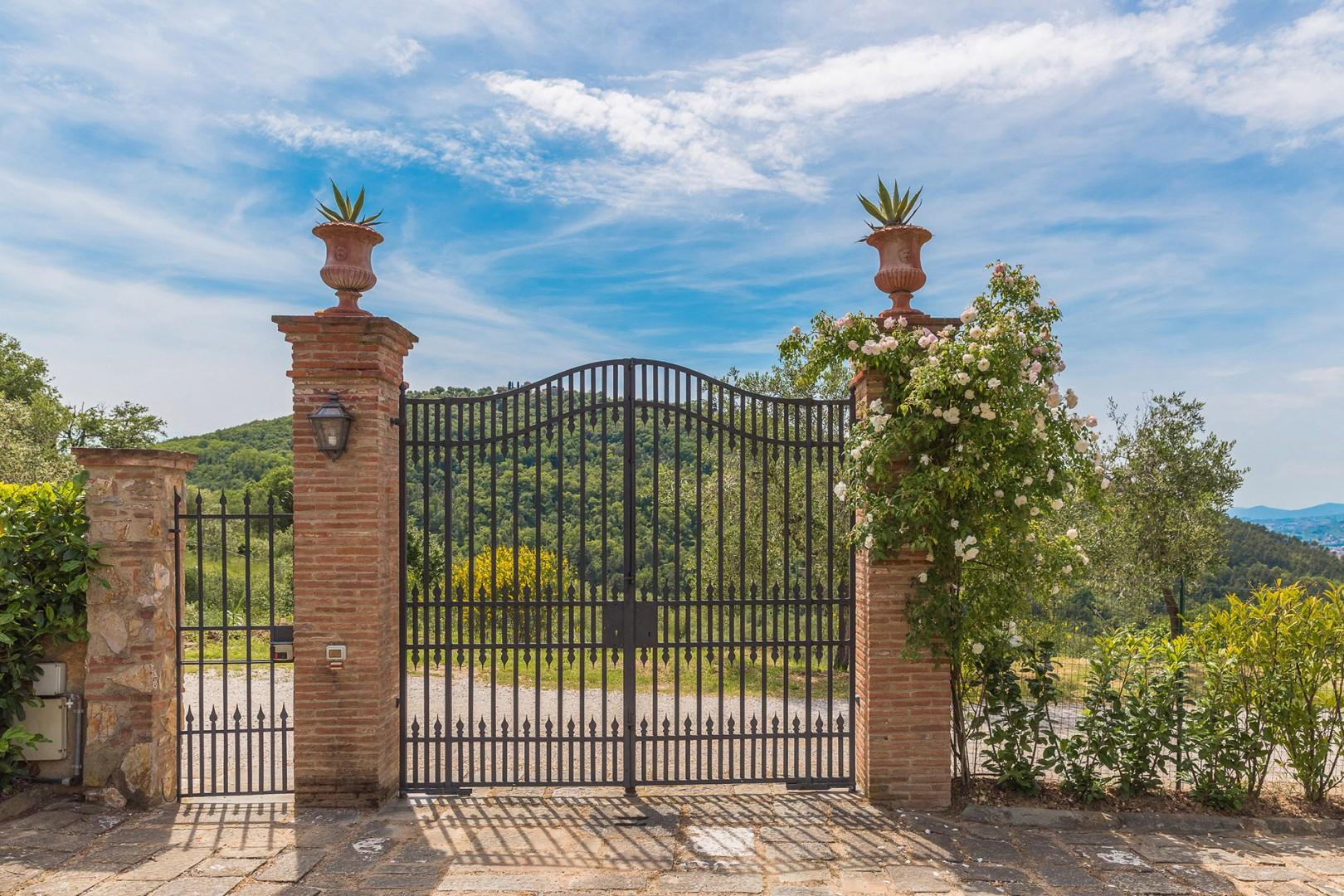 Entry gate to Regina Alta.