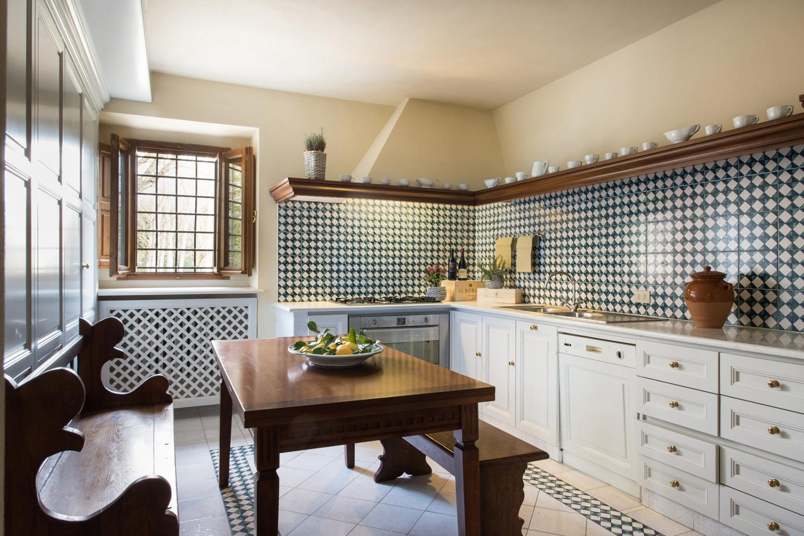 Fully equipped country kitchen.