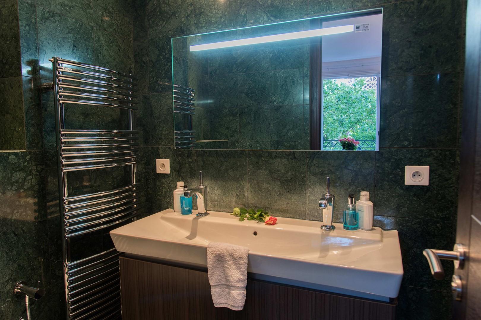 Pamper yourself in the luxurious en suite bathroom 1.