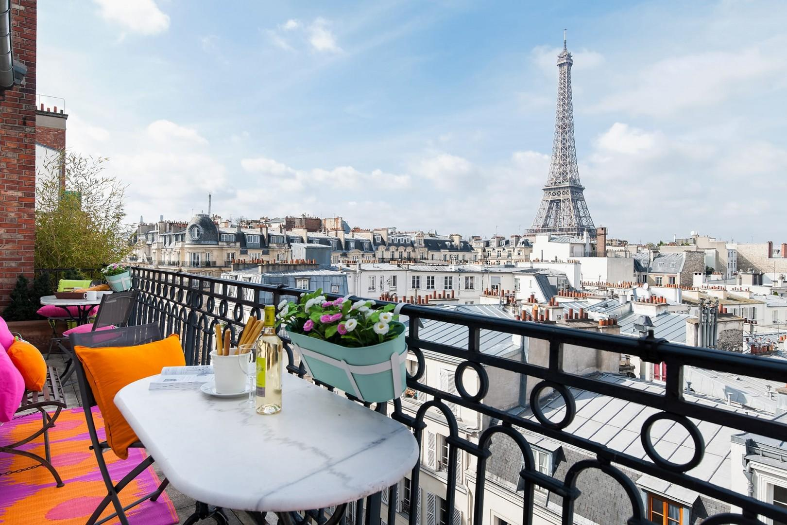 Welcome to the beautiful Cognac, located above the rooftops of Paris!