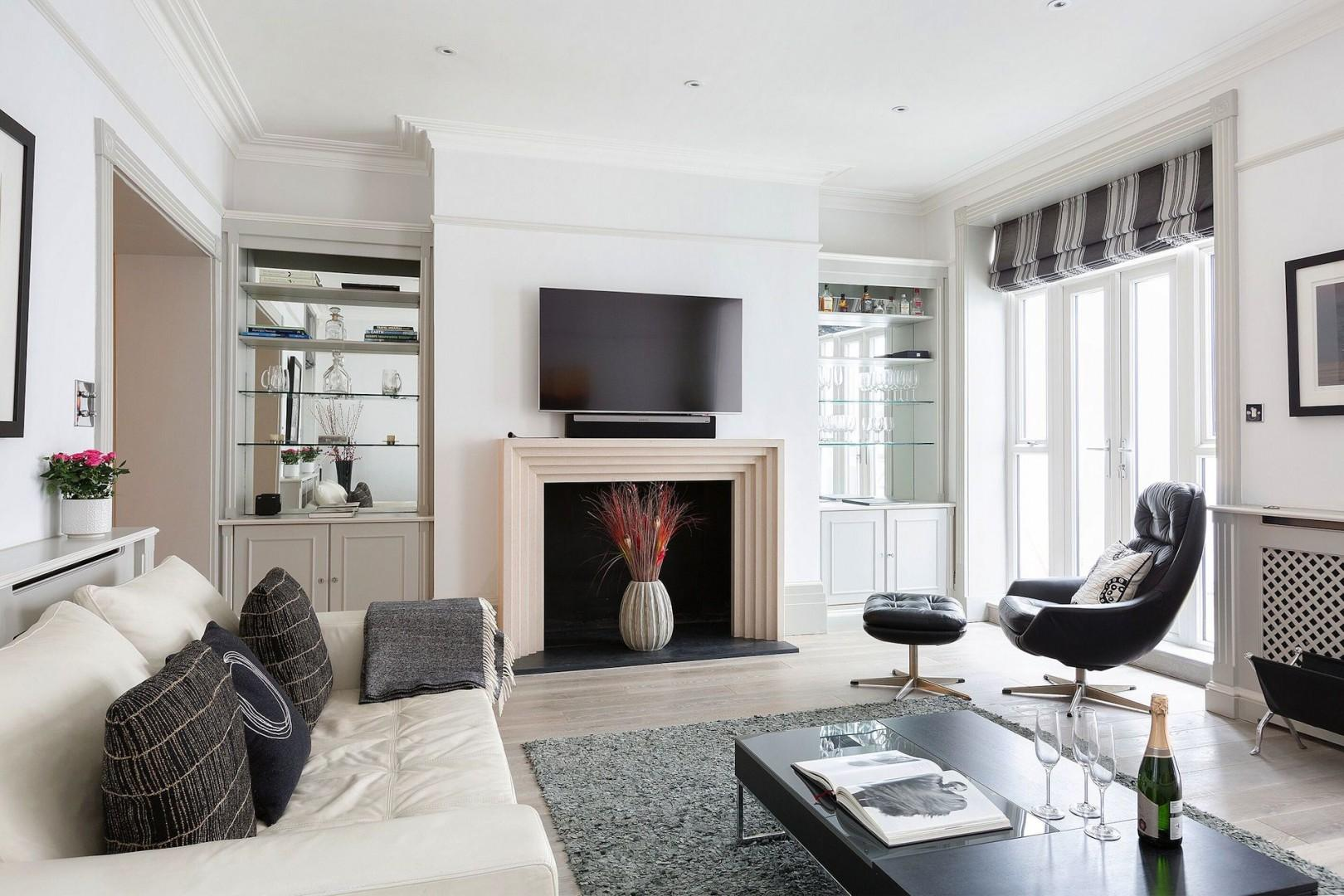 Beautiful high ceilings in the living room, rare for this type of apartment