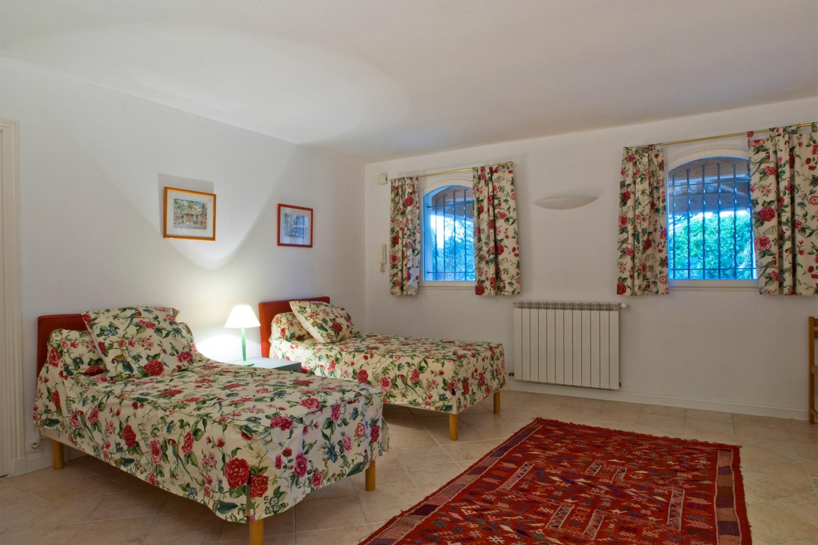 Bedroom 6 with two single beds that can be made up to form a king bed