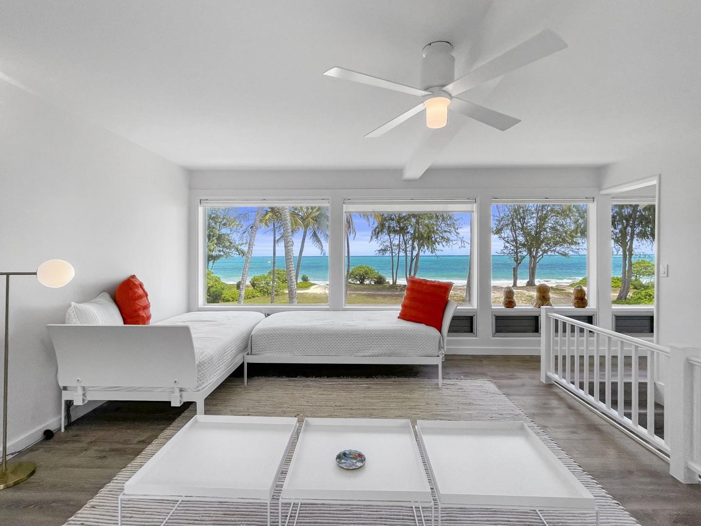 Kids Heaven! 4 twin beds, half bath ensuite and amazing ocean views!
