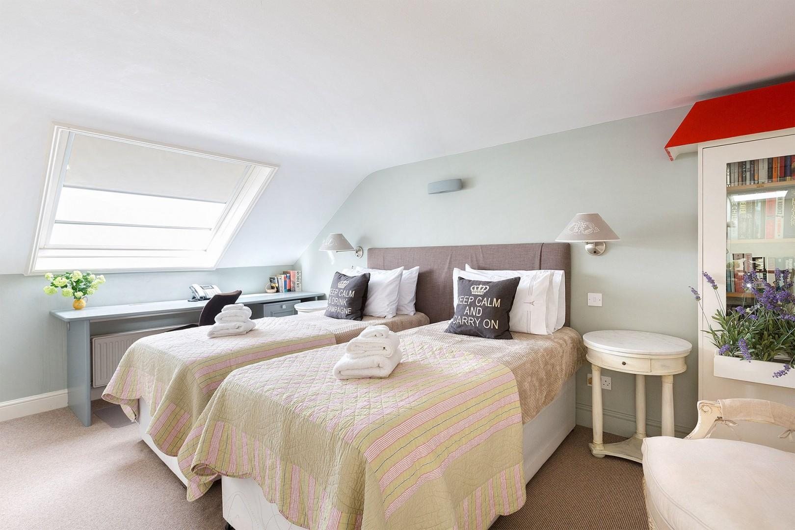 Third bedroom unzipped to form Twin Beds