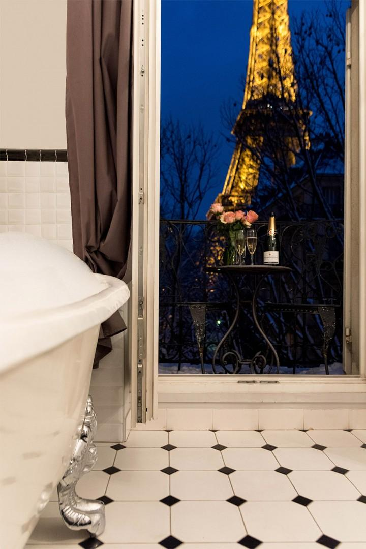 A magical view from your bathtub!
