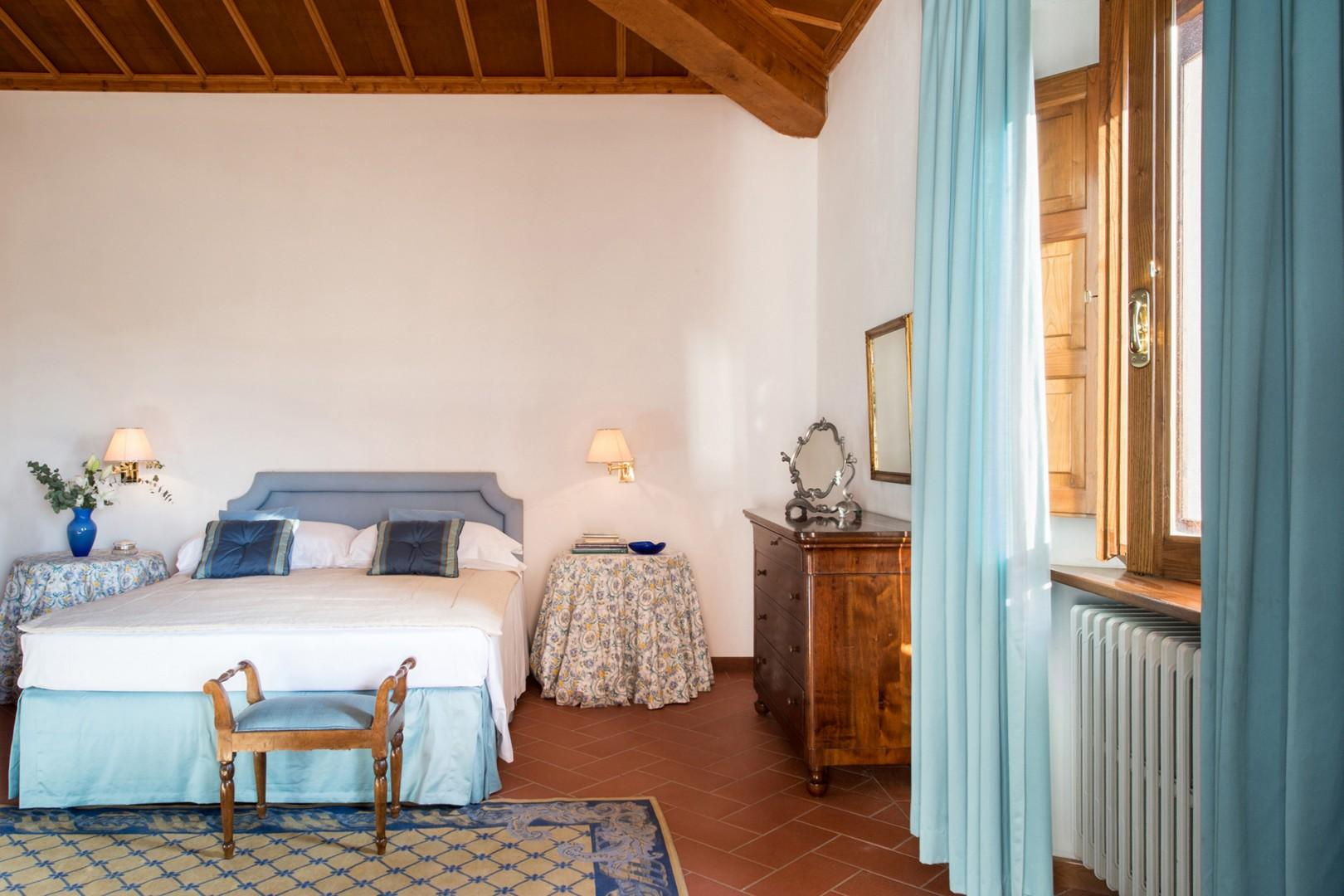 Bedroom 3 with en suite bathroom equipped with air conditioning and a stunning view.