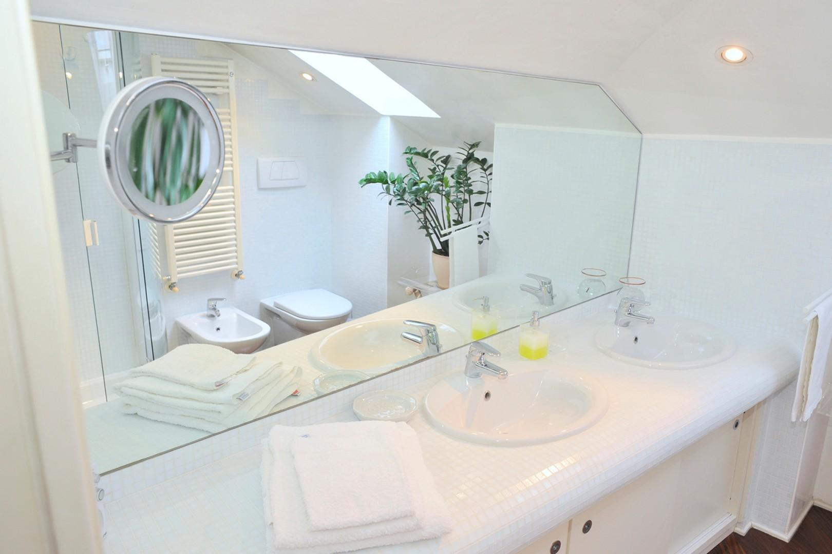 Double sink with plenty of counter space.