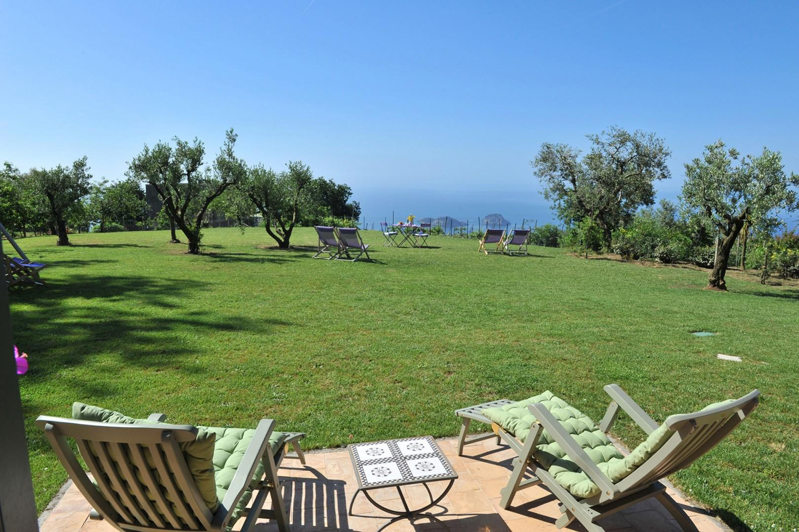 Relax and enjoy the Sorrento sunshine and water views at Vista Flora.