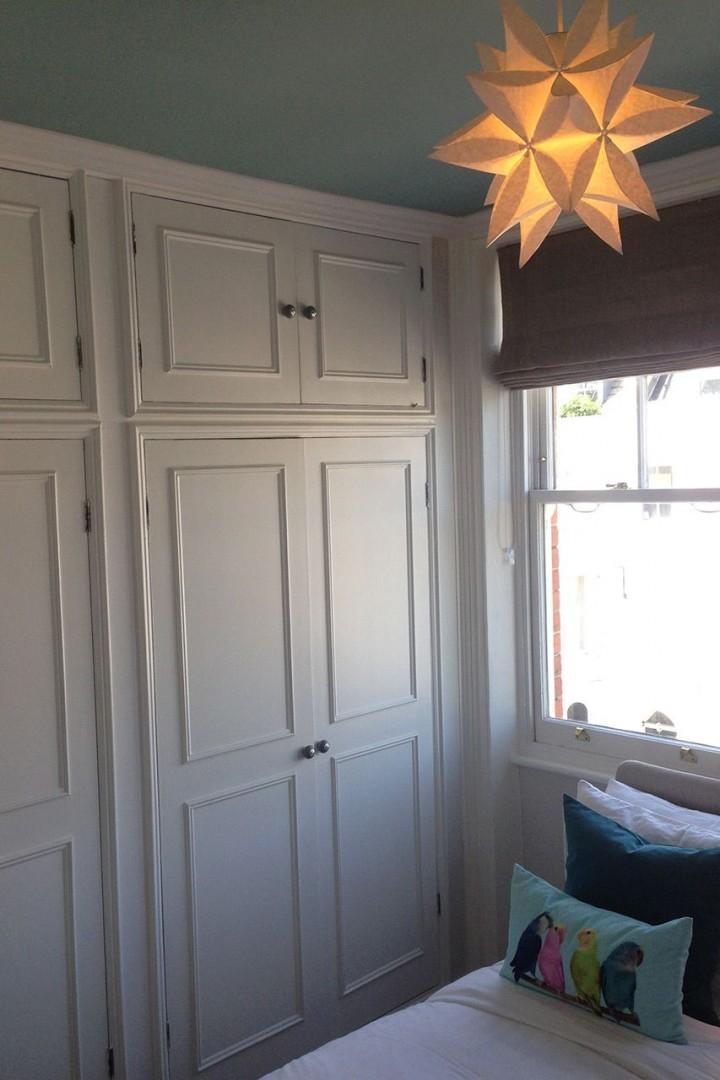 Floor-to-ceiling wardrobe in the starlit bedroom