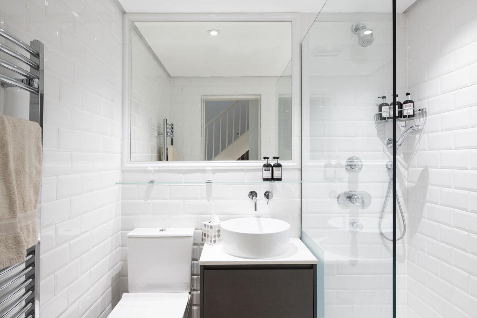 Look at this beautiful bathroom