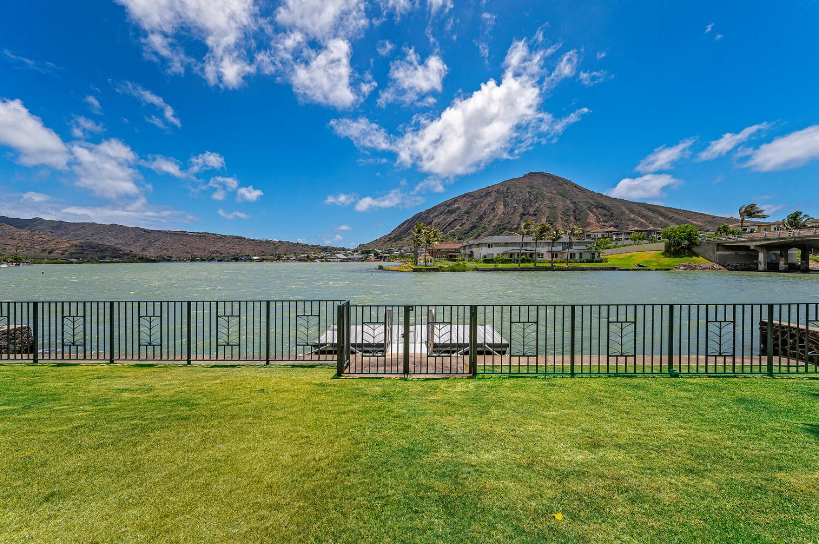BEAUTIFUL marina-frontage perfect for launching kayaks and standup paddle boards!!