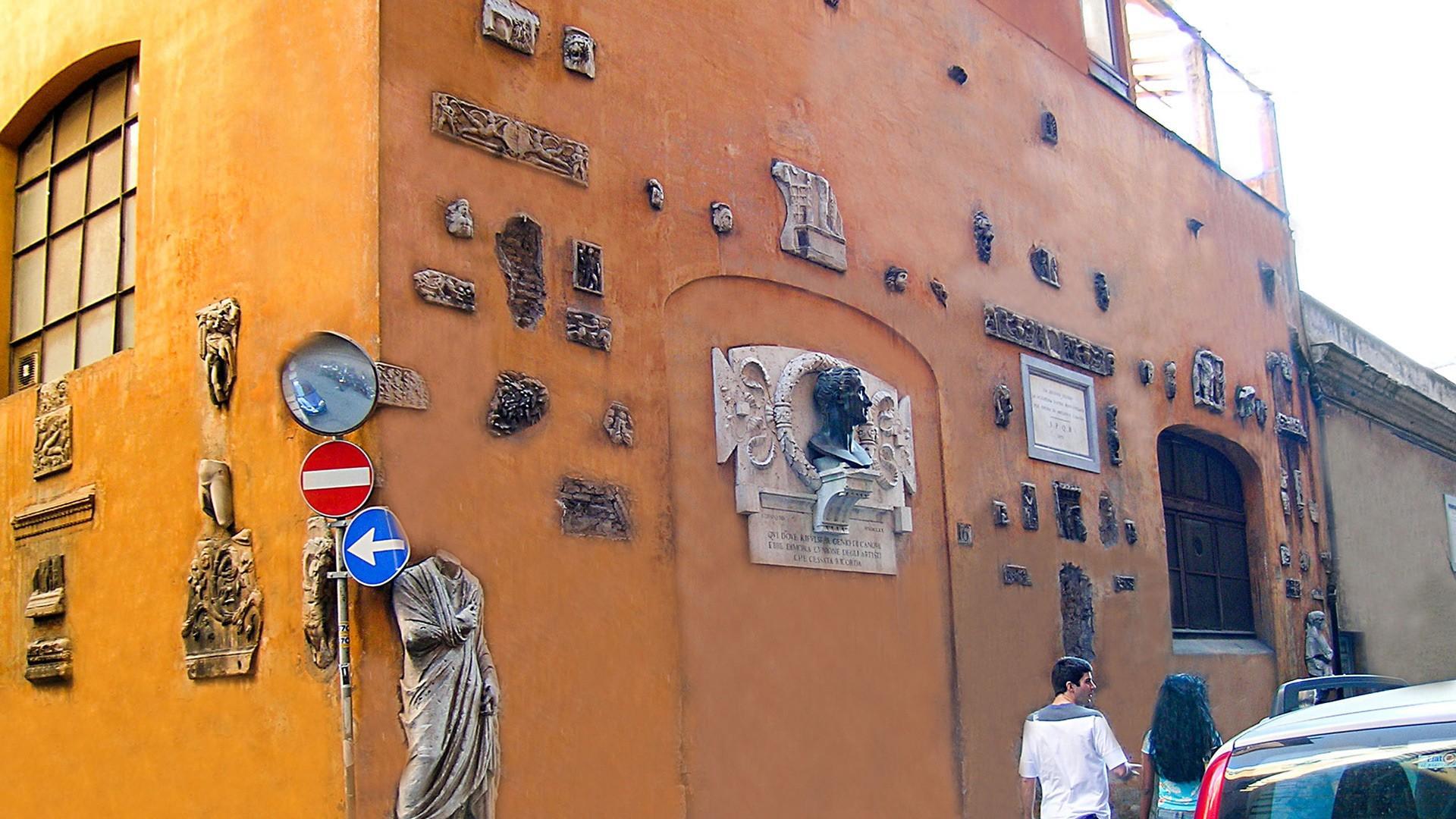 Home of famous neo-classical sculptor Antonio Canova (1757-1822) is just across the Via del Corso.