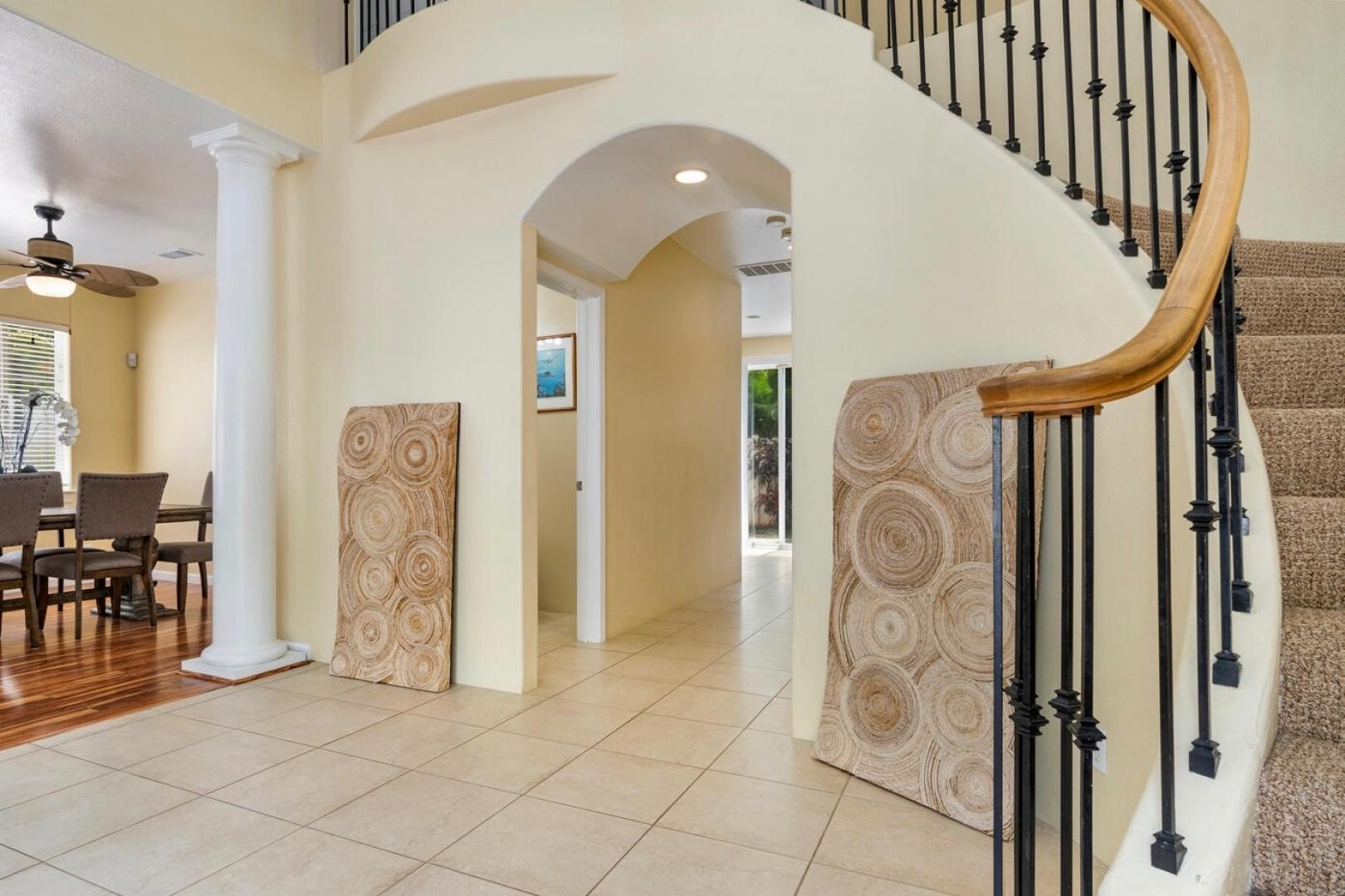 Entry way, leading to second level