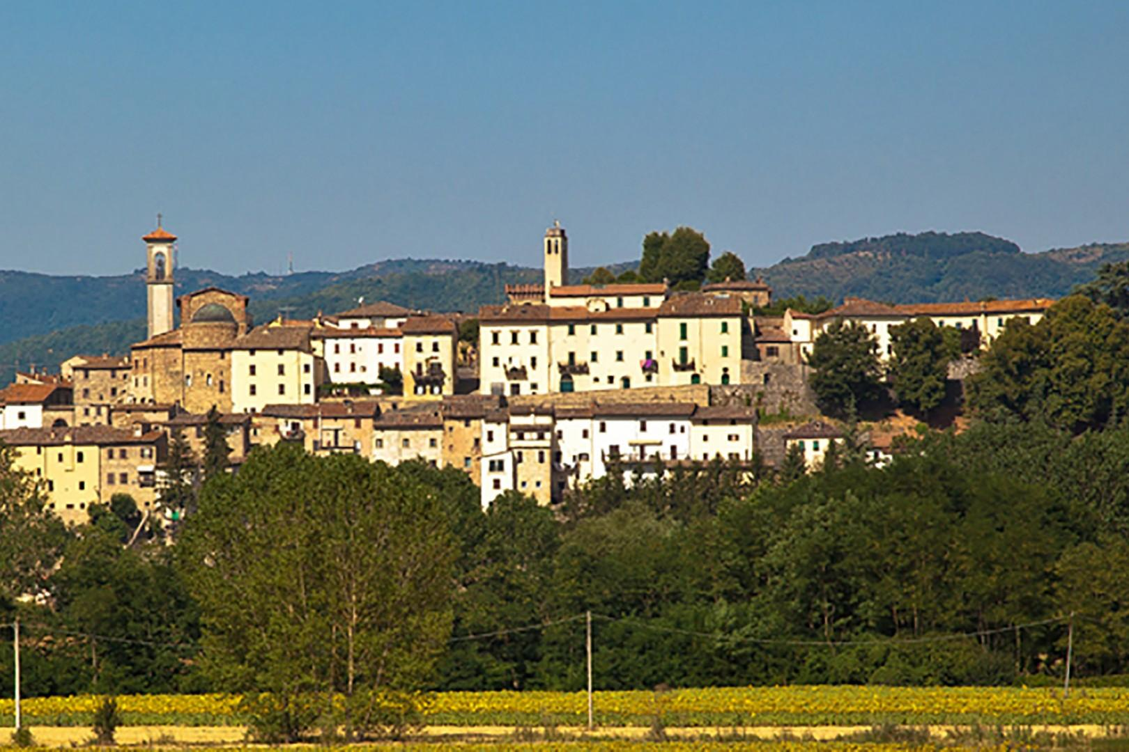 The village of Monterchi is just 2 miles away, with shops, grocery store and restaurants.
