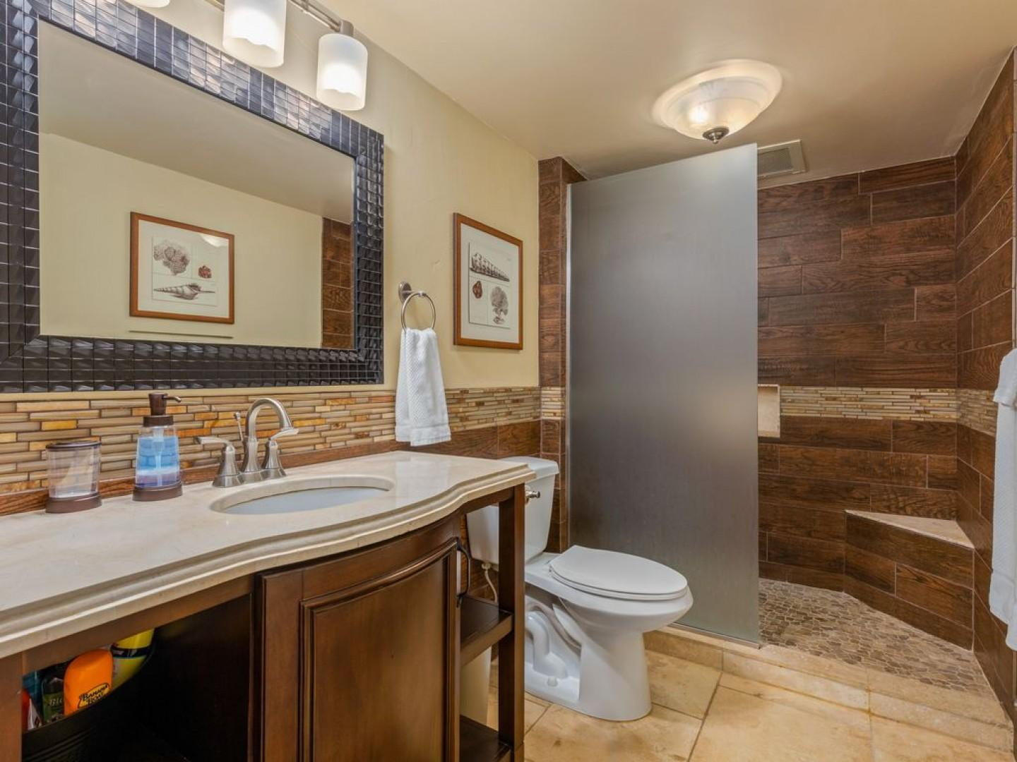 Gorgeously appointed bathroom!