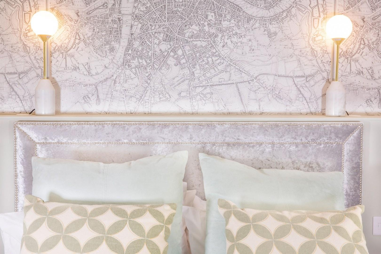 A London map above the bed!
