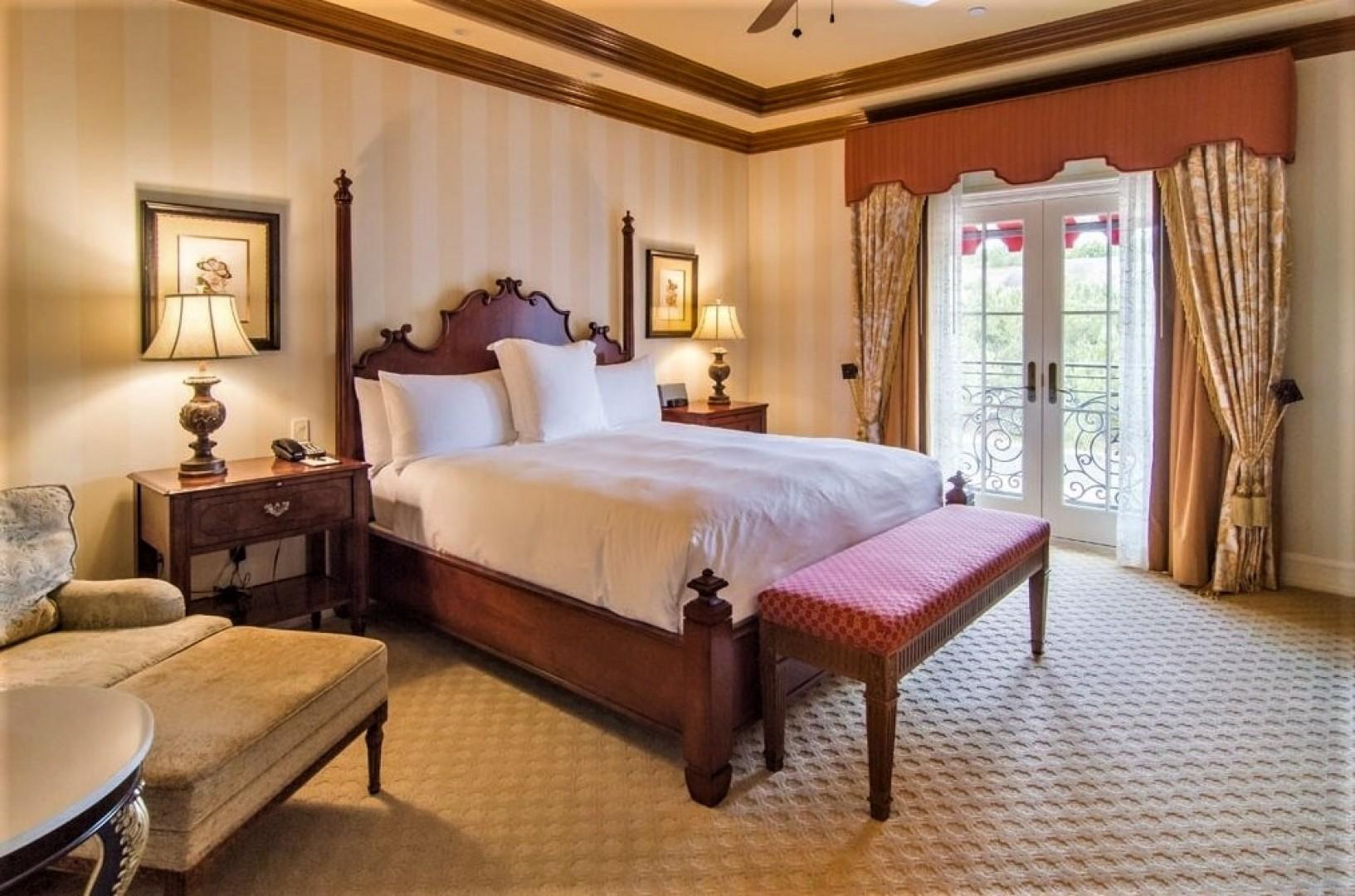 Villas_at_Grand_Del_Mar_Loggia_Bedroom_04
