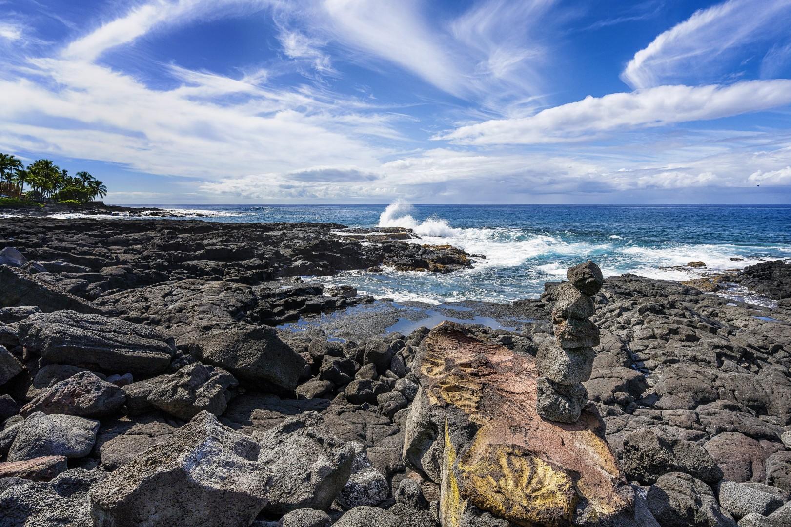 Rocky shoreline to admire the ocean activity