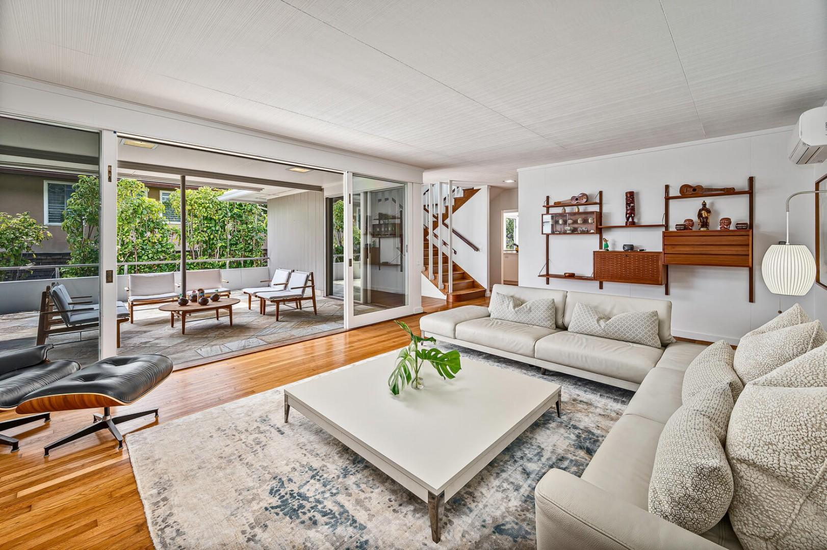 Main living room, comfortable seating