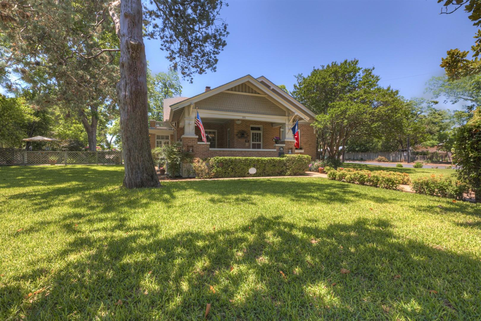New! Huge Gorgeous Home Close to Main St!