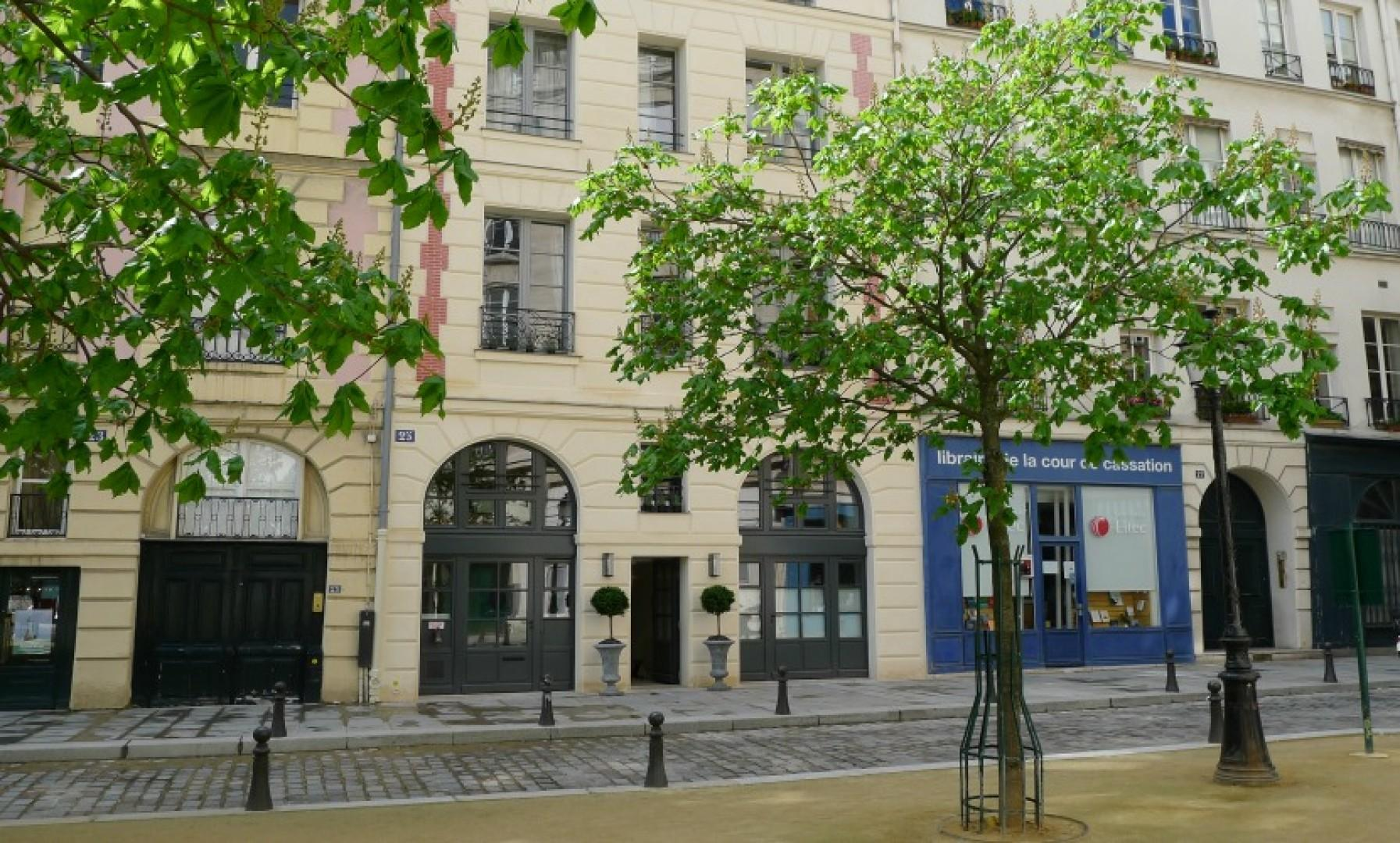 Entrance to our Place Dauphine apartment building