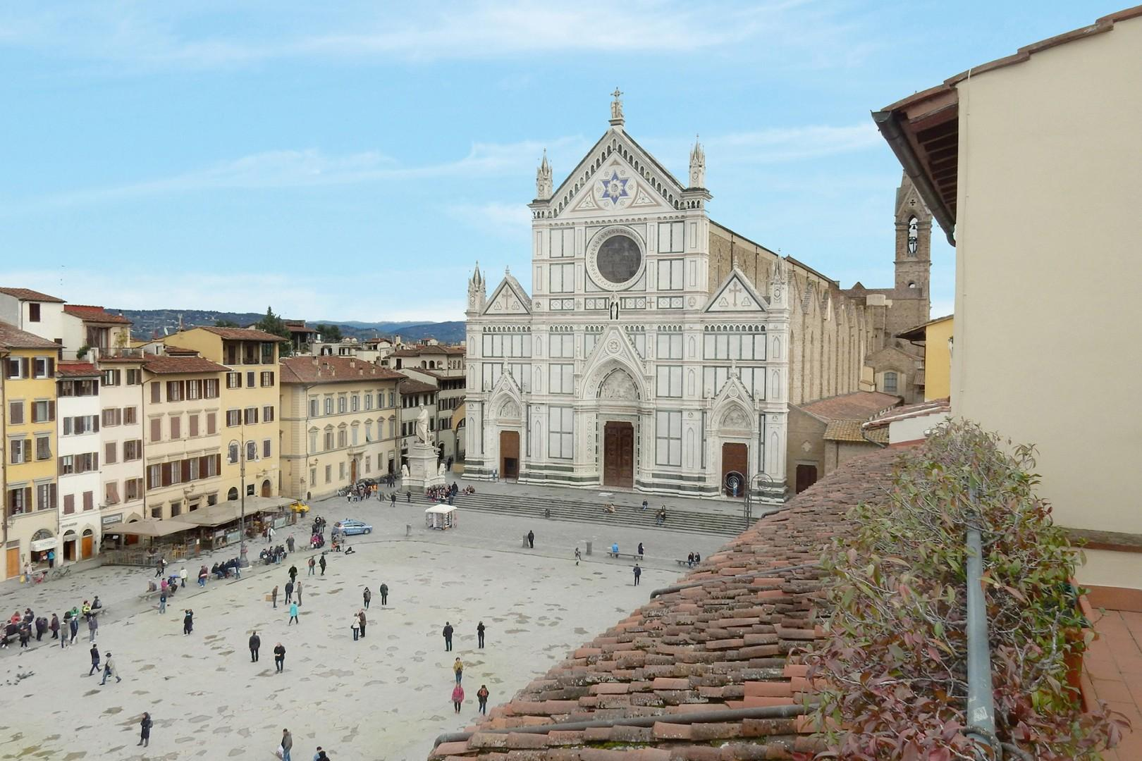 Several apartments in this palazzo have a splendid view of the piazza and basilica.