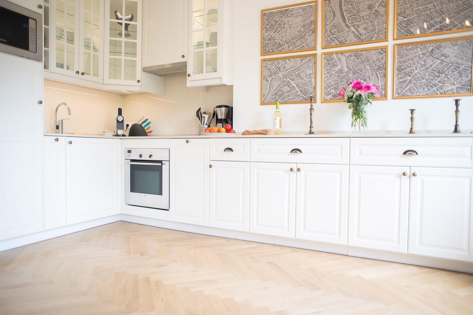Enjoy the beautiful kitchen with everything you need to cook at home.