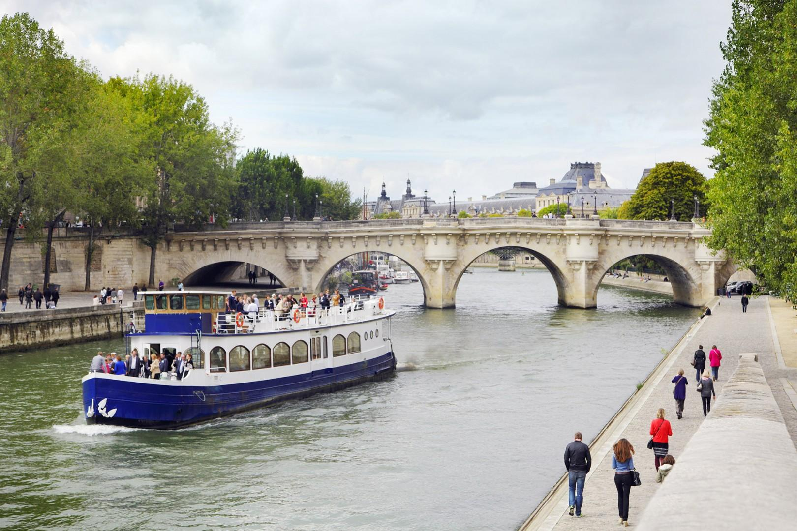 See the top sights on a Seine river cruise.