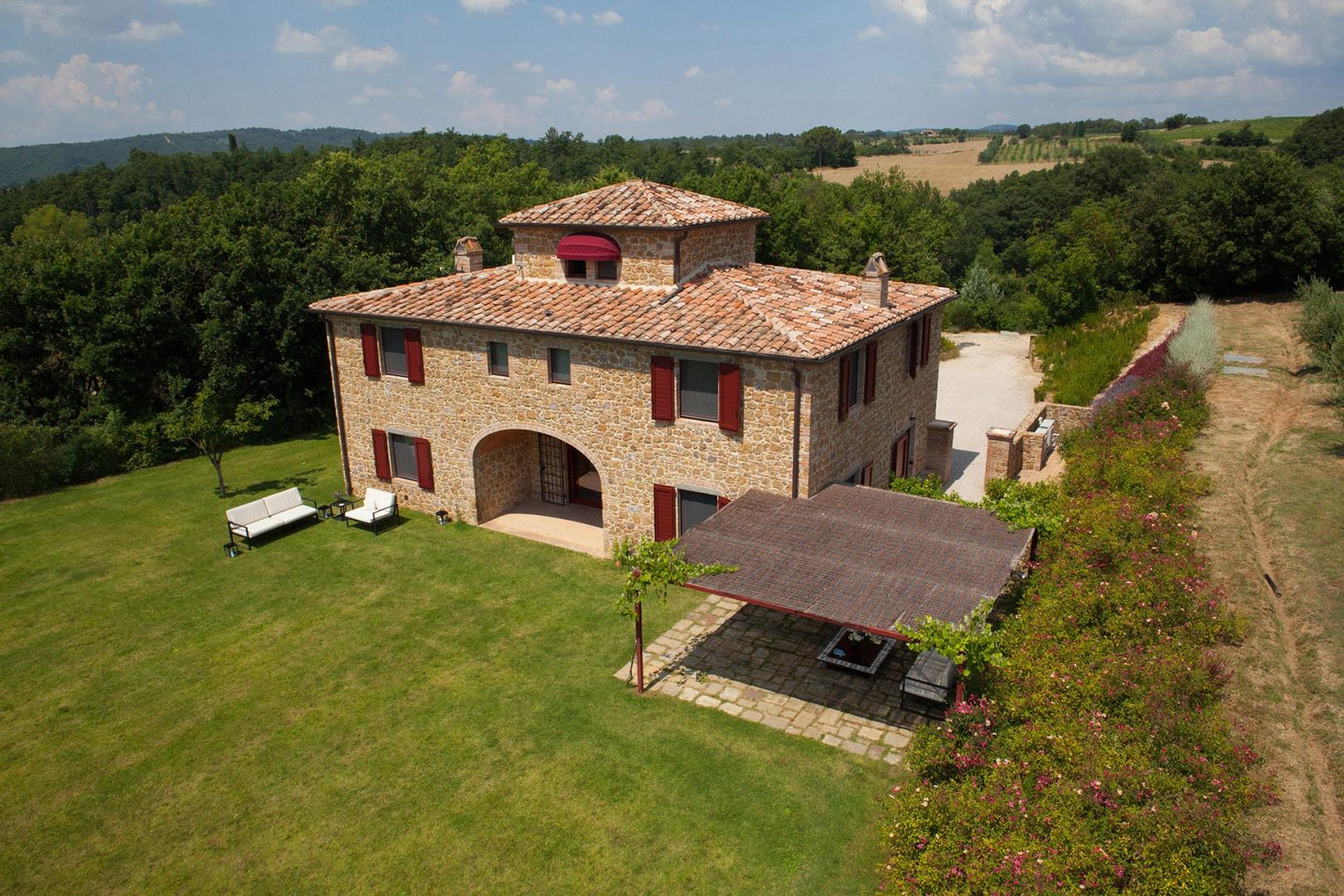 Handsome Villa Landolfo is an ideal villa for a family holiday or a group of friends.