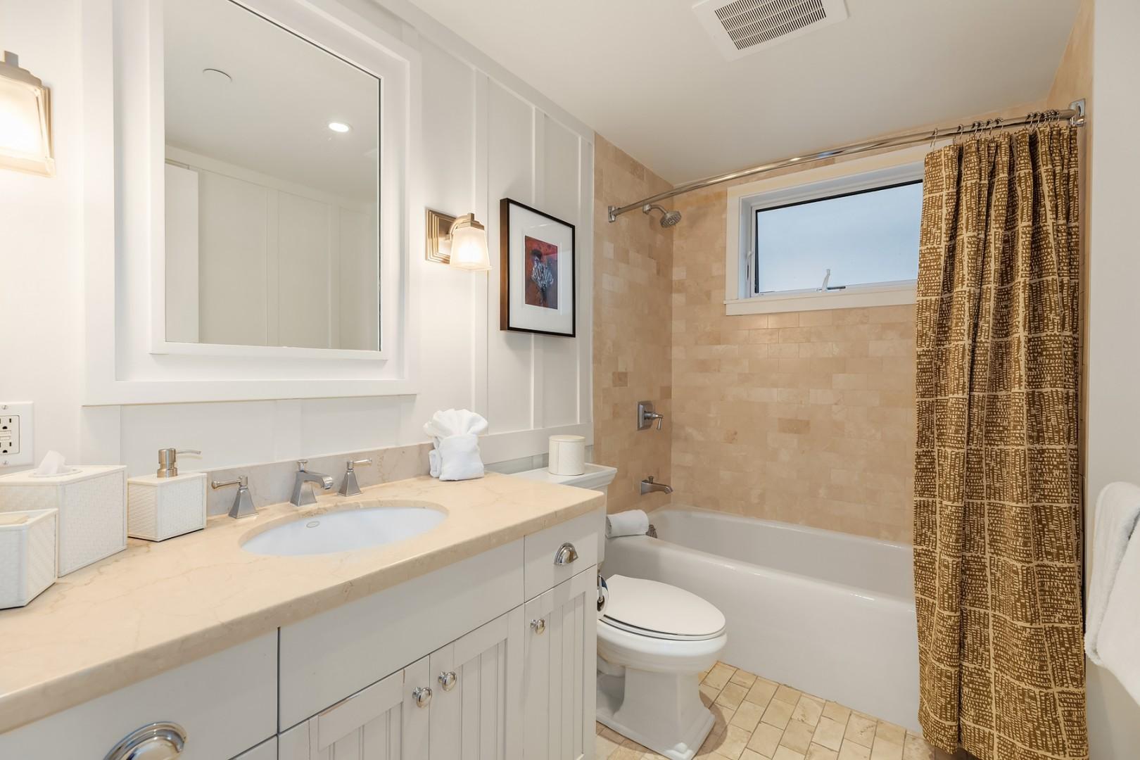 Villa 206: Guest bathroom