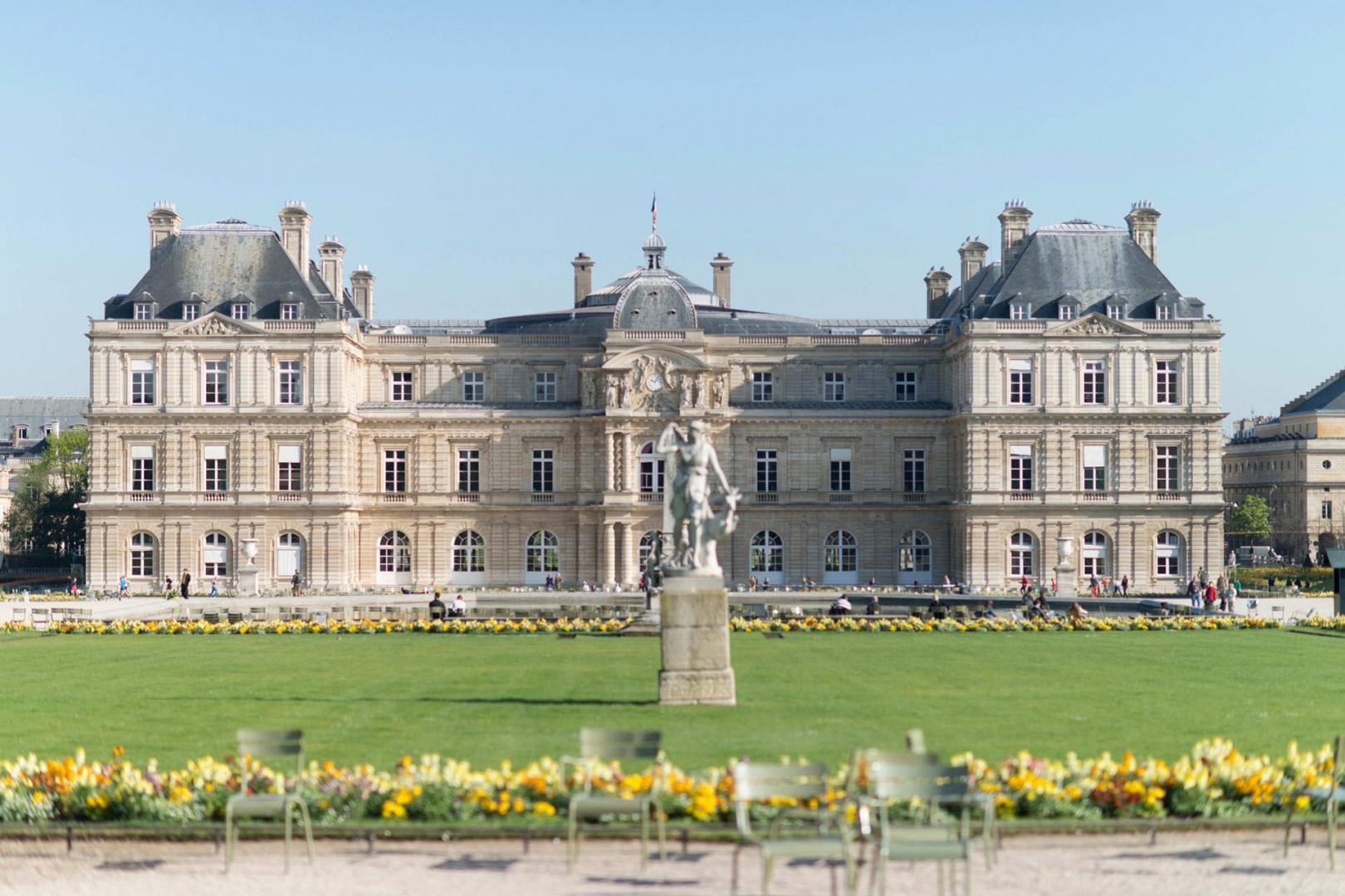 18-luxembourg-gardens-chateau-chairs-summer