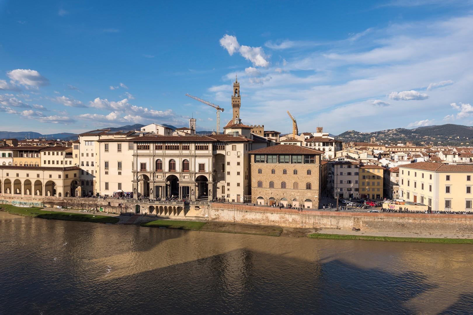 Admire the beautiful Renaissance facade of the Uffizi across the river.