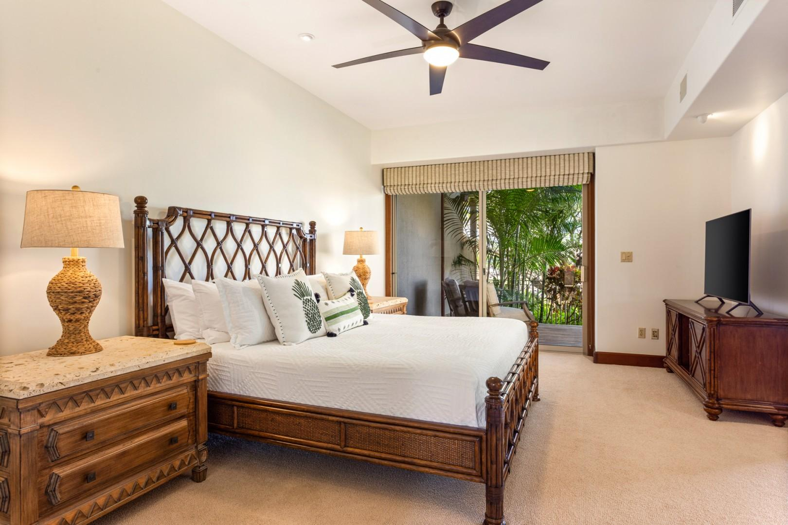 Master suite with king sized bed, lower lanai access, flatscreen television and ensuite bath.