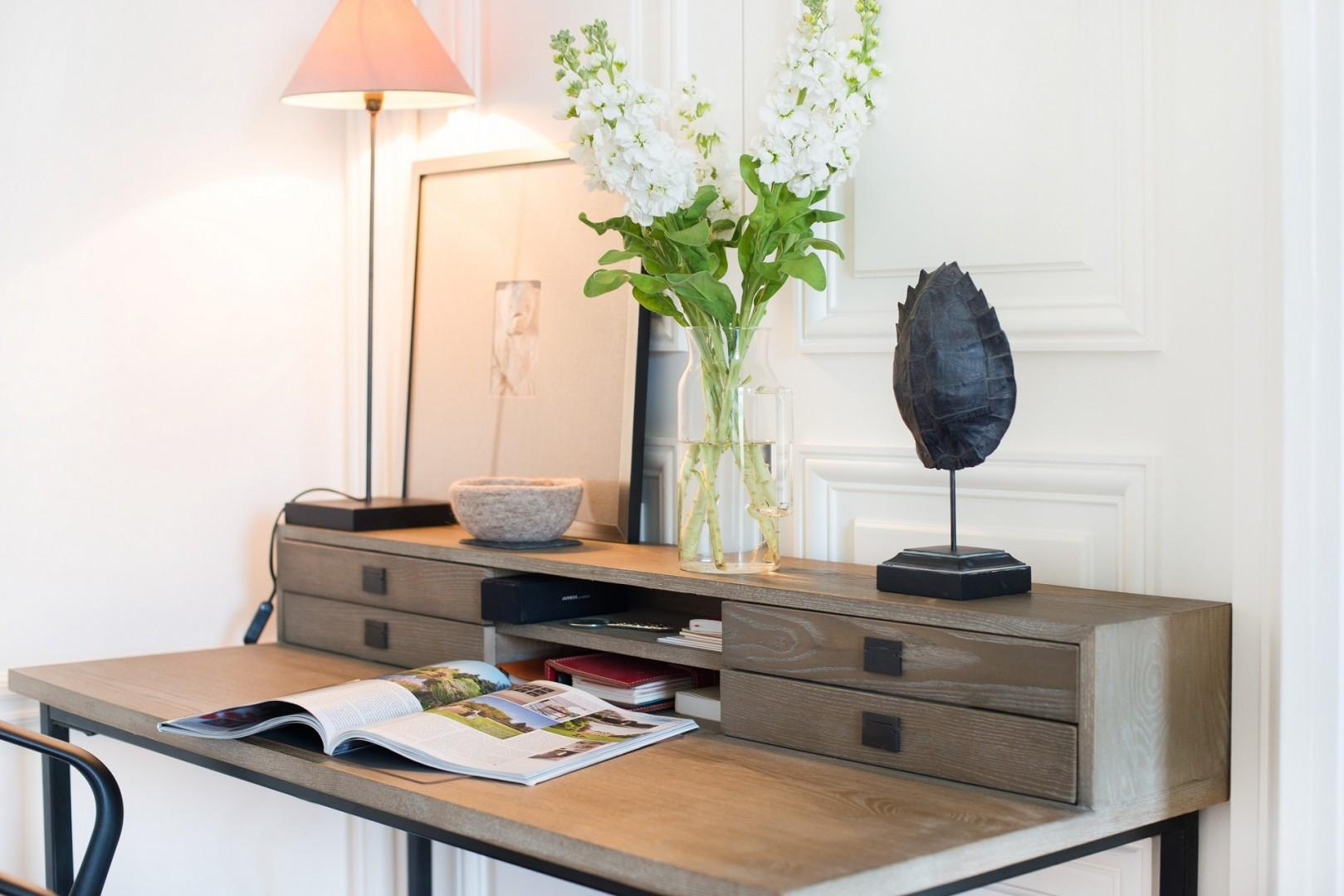 Browse French magazines in this charming desk alcove.