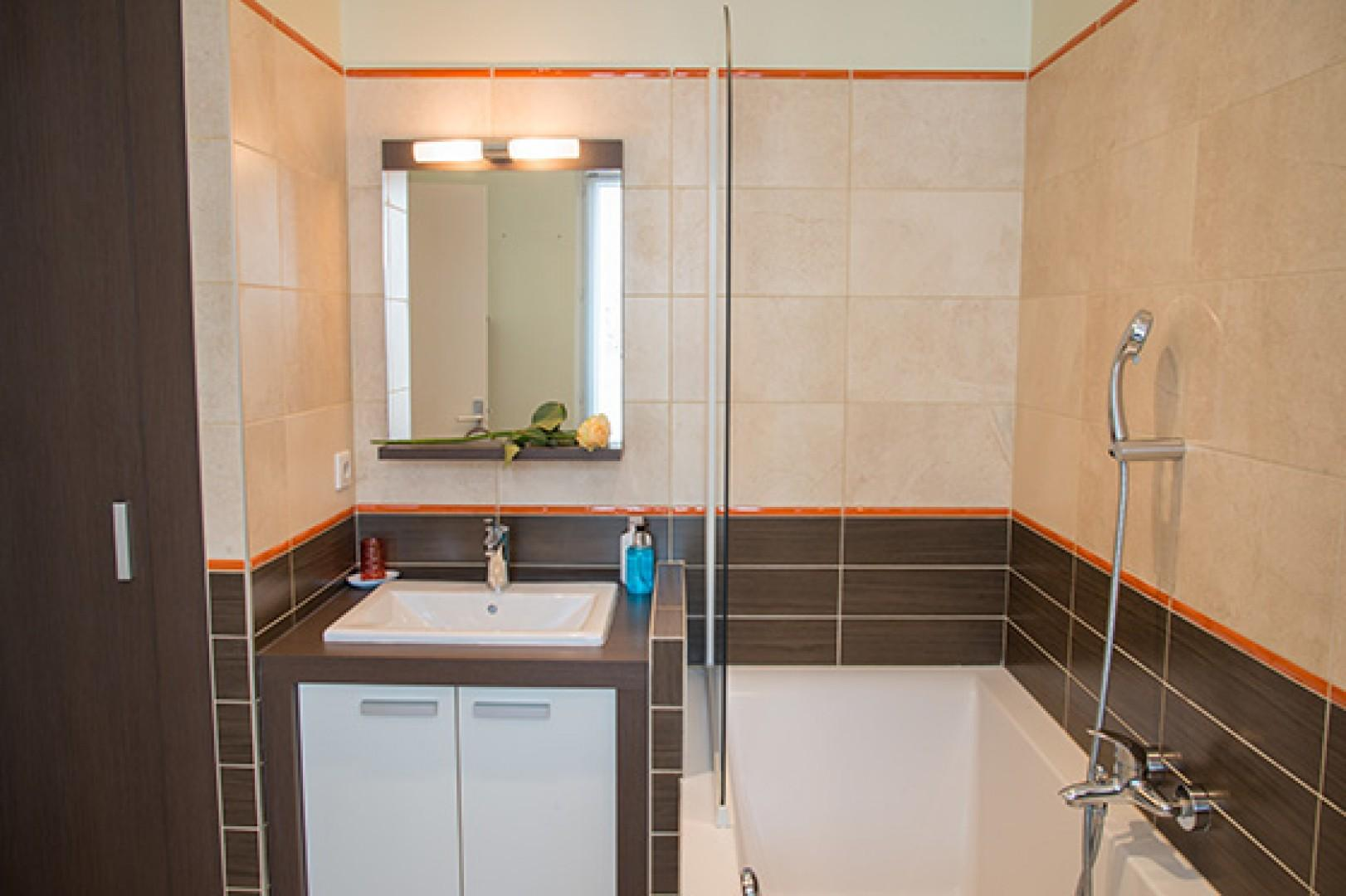 The streamlined bathroom 2 is perfect for guests.