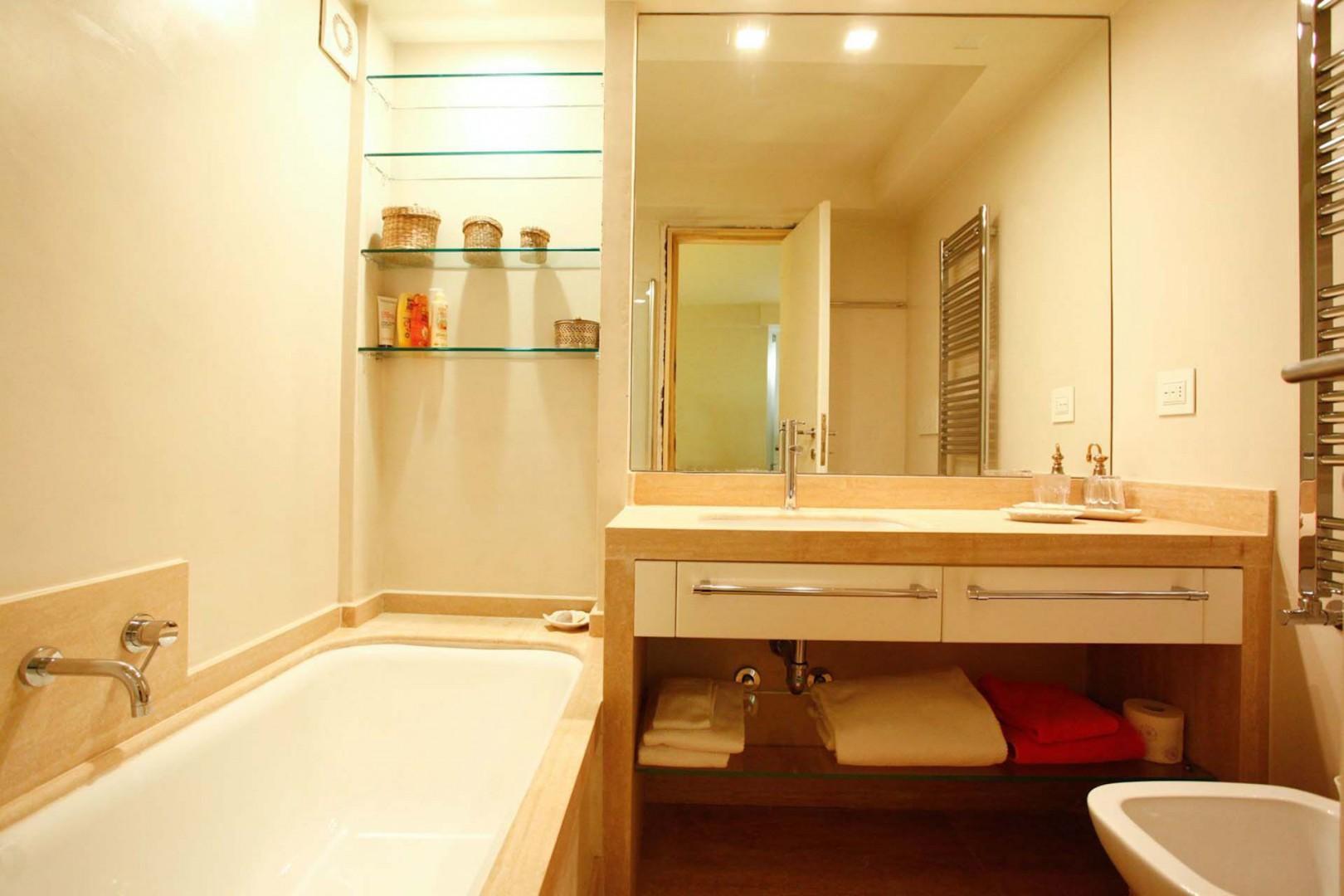 Bathroom 3 with bathtub en suite to bedroom 3