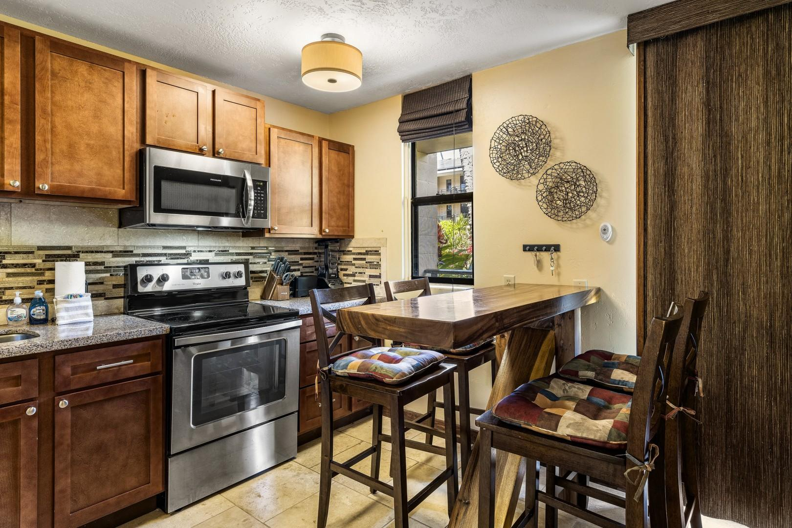 Well equipped kitchen with upgraded features